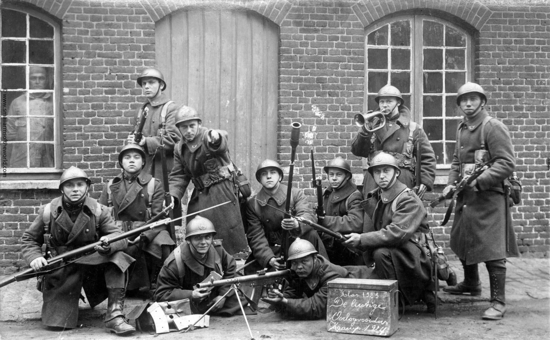 Postcard - dated 1923 - Belgian soldiers with Chauchat Mle 1915/27 light machine gun chambered for 7.65 x 54, a Belgian cartridge. Model 1889 Belgian Mauser rifles.