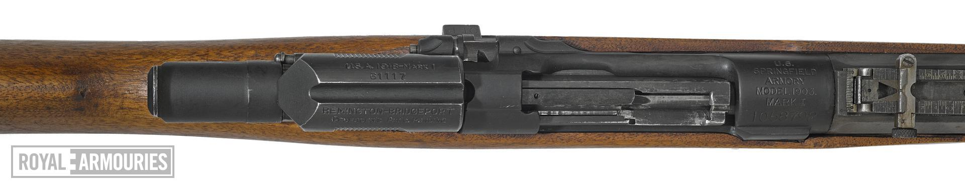 Model of 1903 Mark 1 Springfield rifle with Pedersen Device and M1905 bayonet - Arms of the First World War