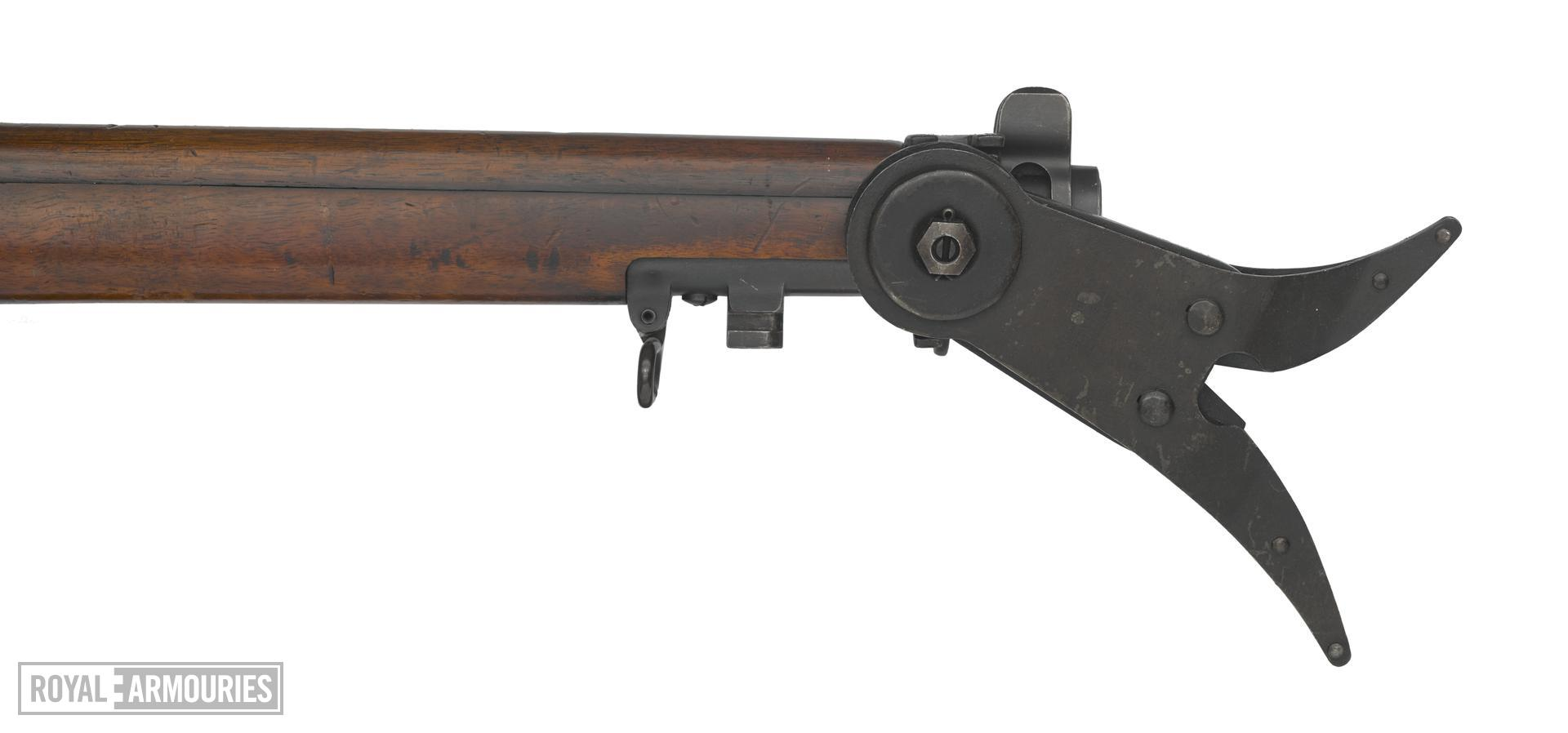 Short Magazine Lee Enfield (SMLE) centrefire bolt action rifle with Wire Cutter No. 2, British, dated 1914.