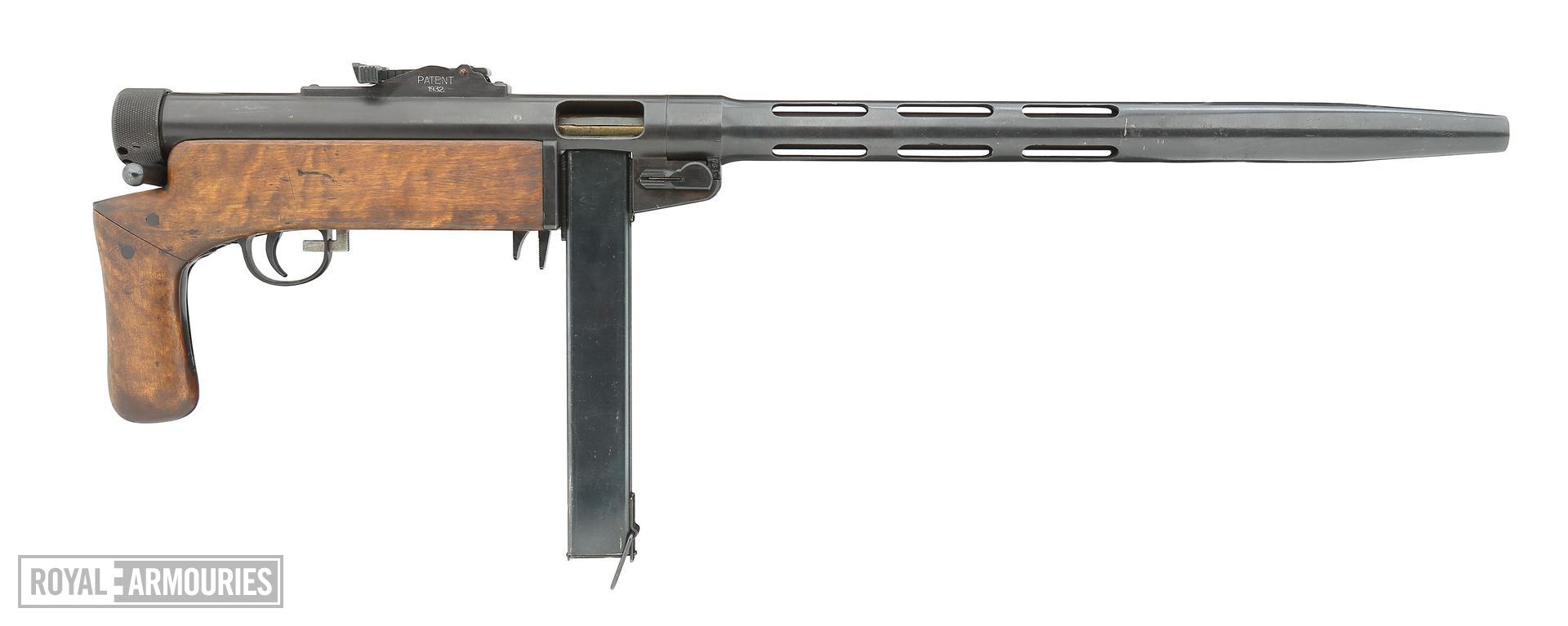 Centrefire automatic submachine gun - Suomi KP M31