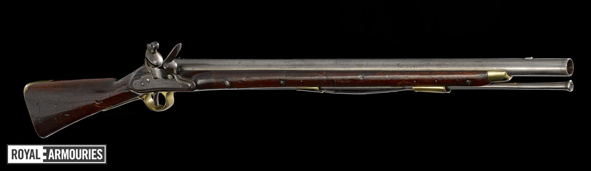 Heavy Dragoon model flintlock muzzle-loading military carbine, about 1800, Britain (XII.168)