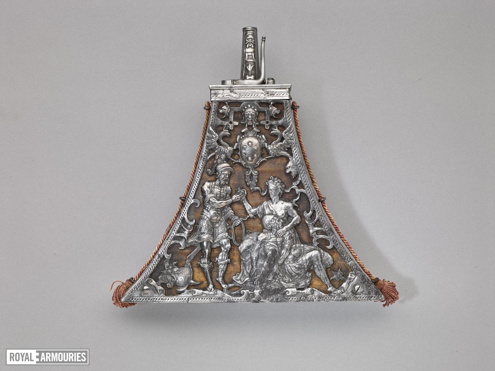 Powder flask of triangular shape