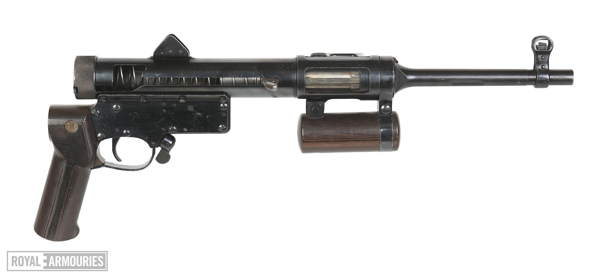 Centrefire automatic submachine gun - Lanchester light model 1 Experimental