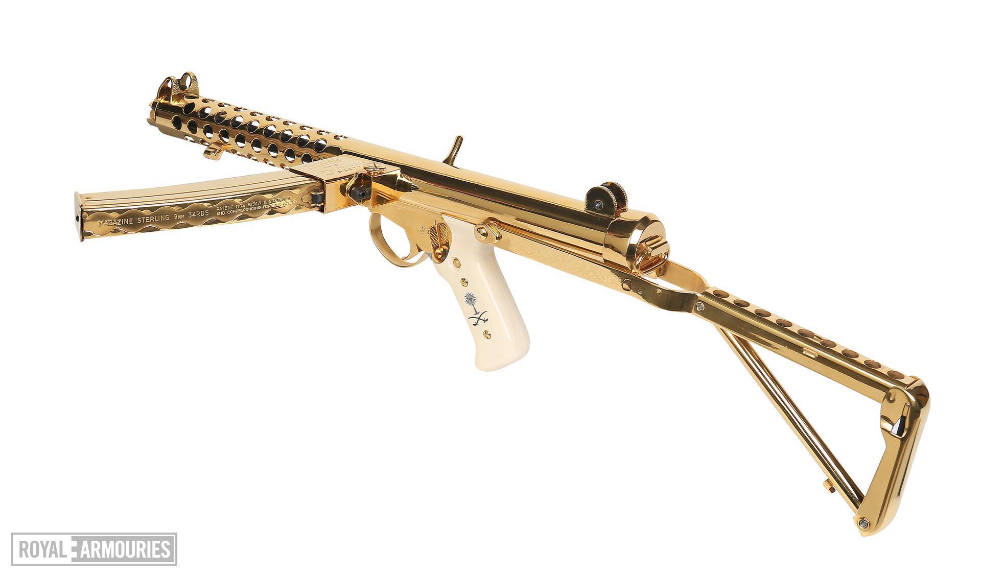 Centrefire automatic submachine gun - Sterling Mk.4 (L2A3)