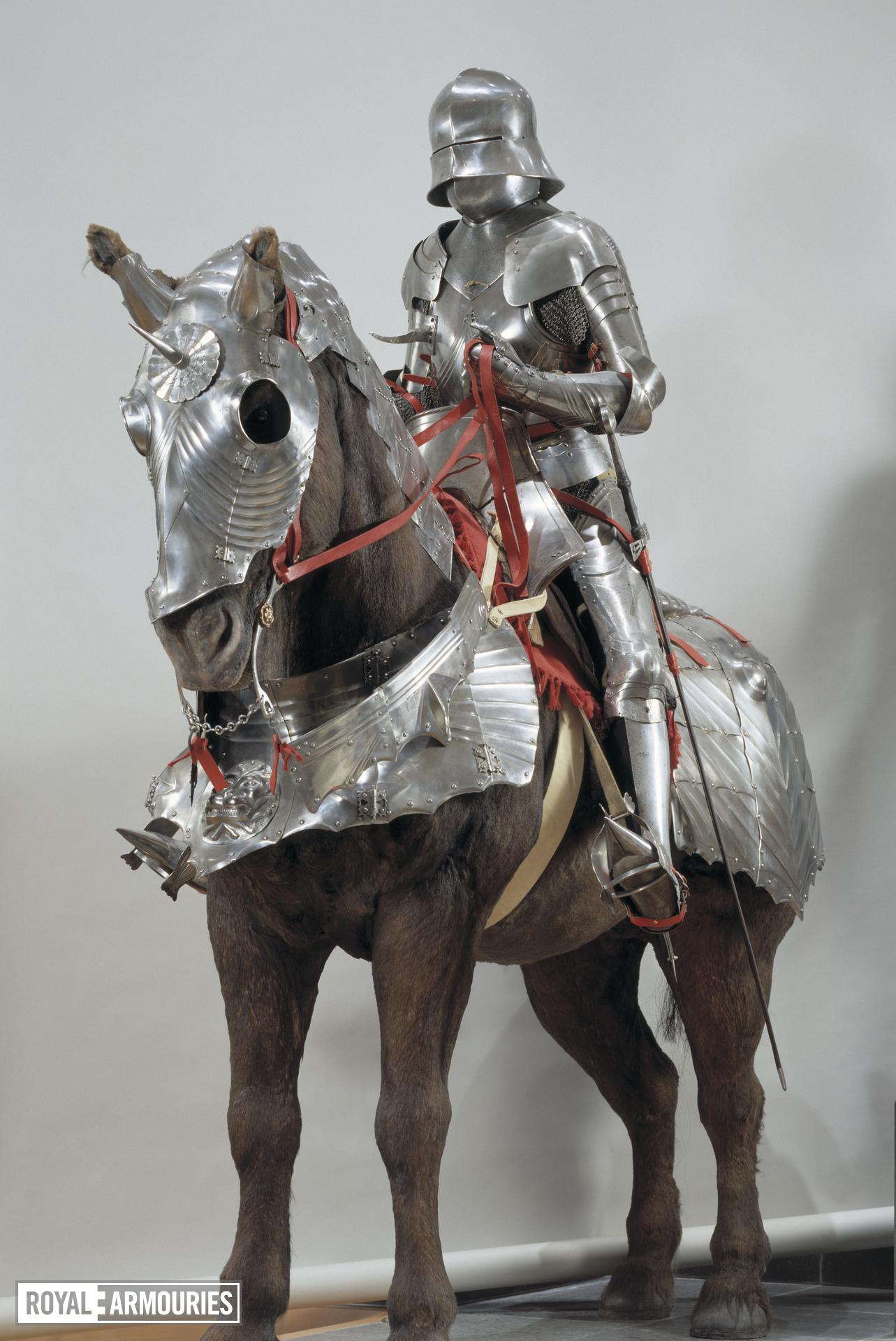 Gothic armour - Gothic armour Composite armour, made up of sallet (IV.15), bevor (III.1300, to be checked), breastplate (III.69), backplate (III.70), and other pieces.