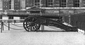 Thumbnail image of 52 pr gun and carriage Made of bronze With British early 19th Century carriage