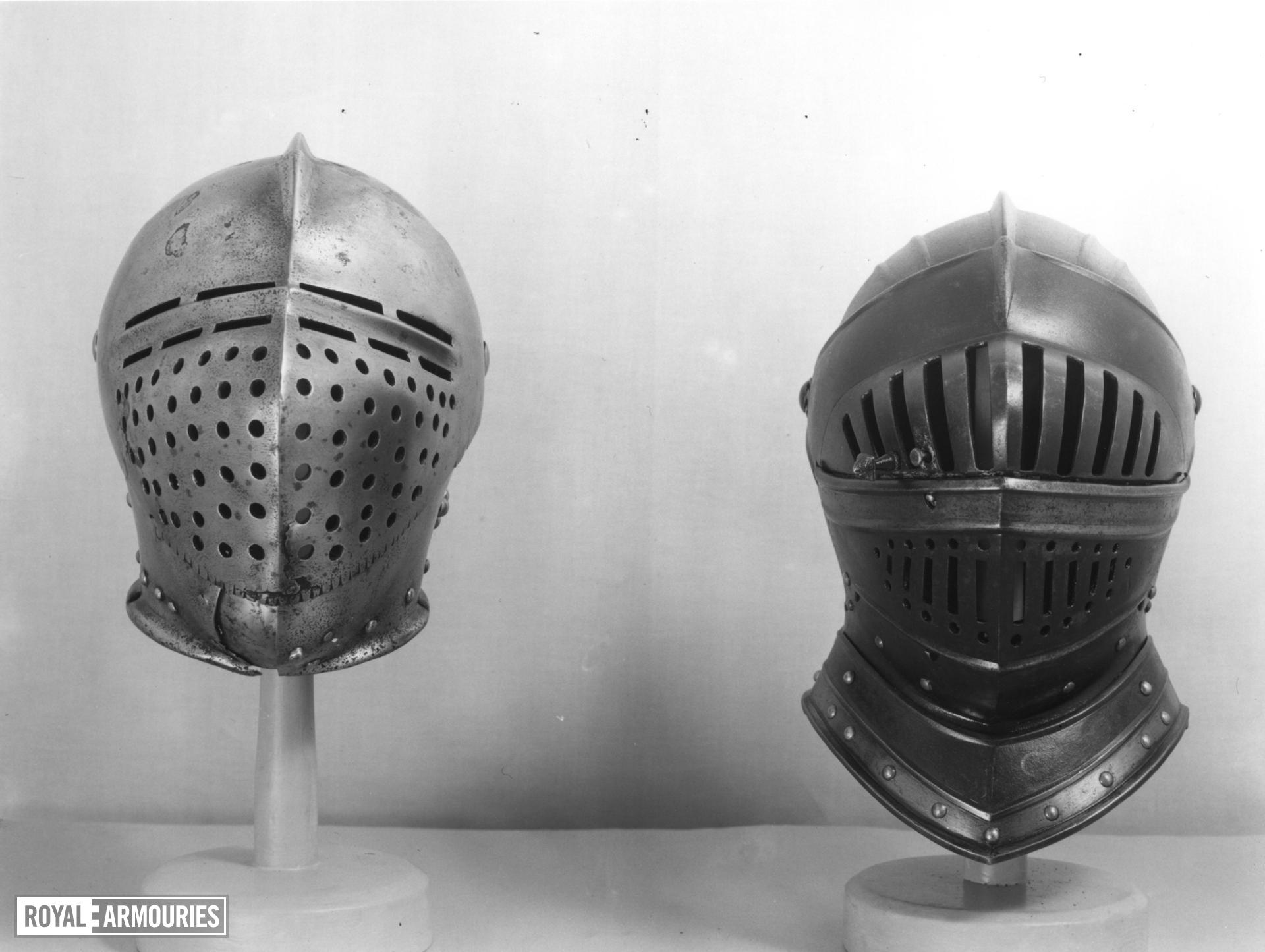 Left and right cuisse, poleyns and pauldrons Parts of II.137, three quarter armour.