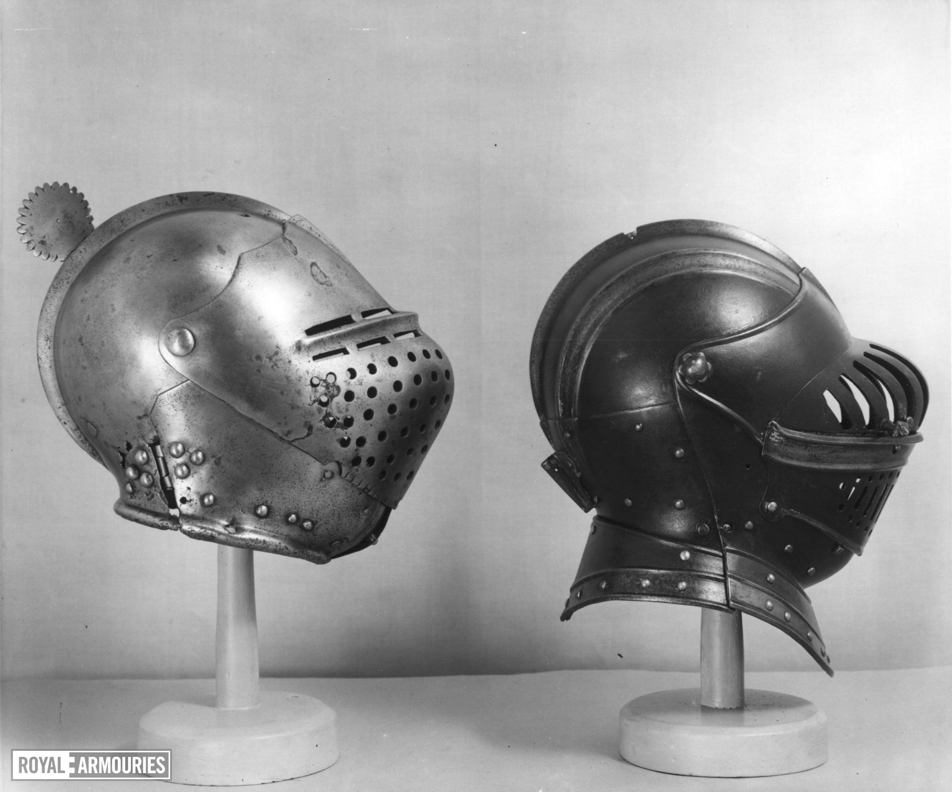 Left and right cuisse, poleyns and pauldrons