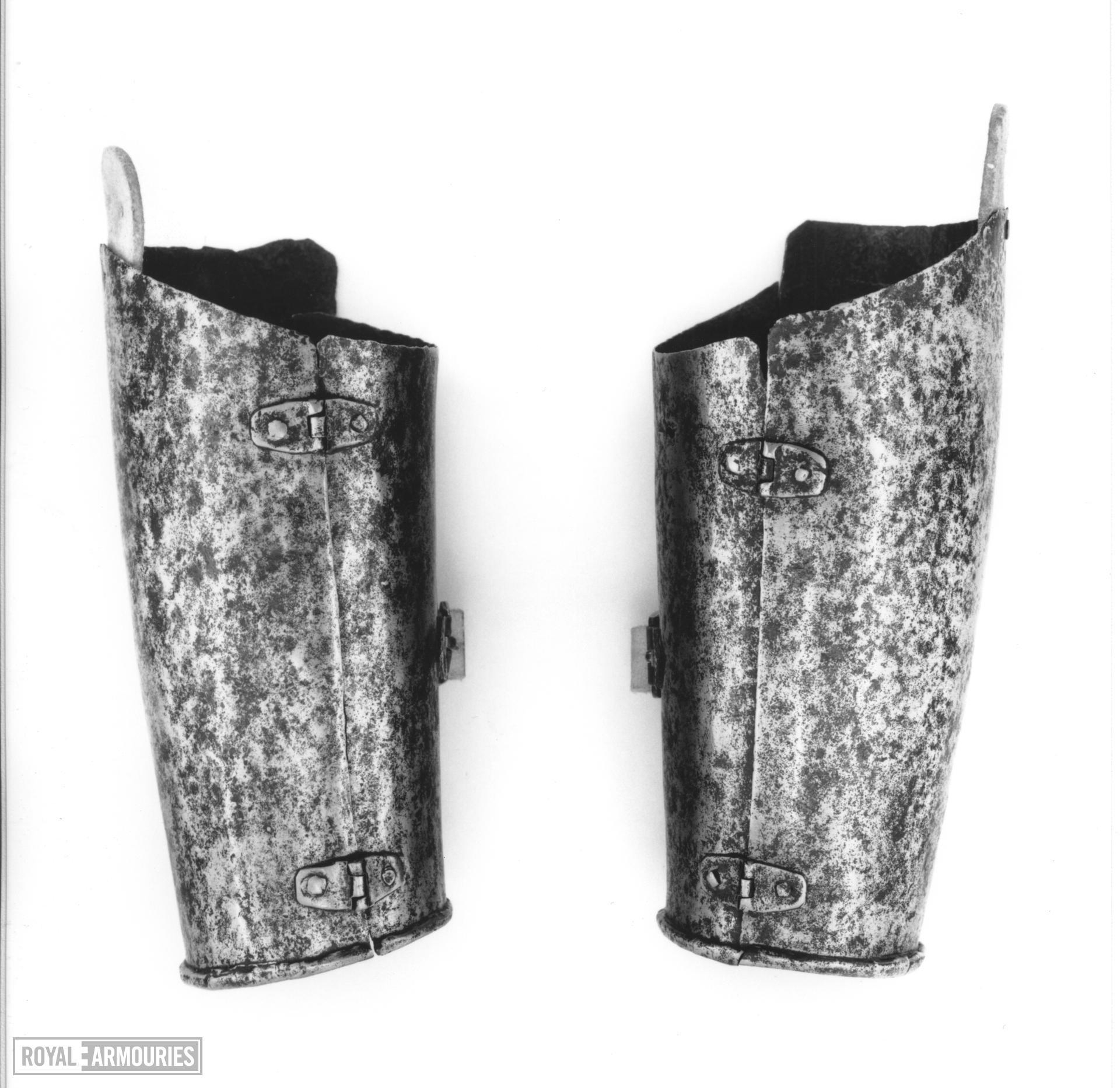 Left lower cannon of a vambrace