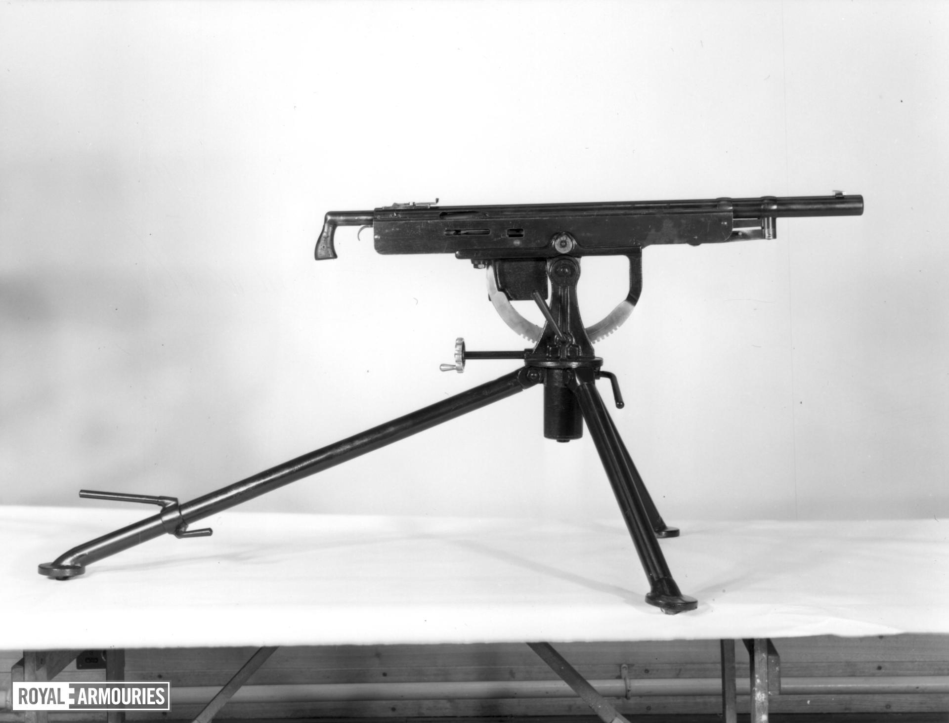 Centrefire automatic belt-fed machine gun - Colt-Browning