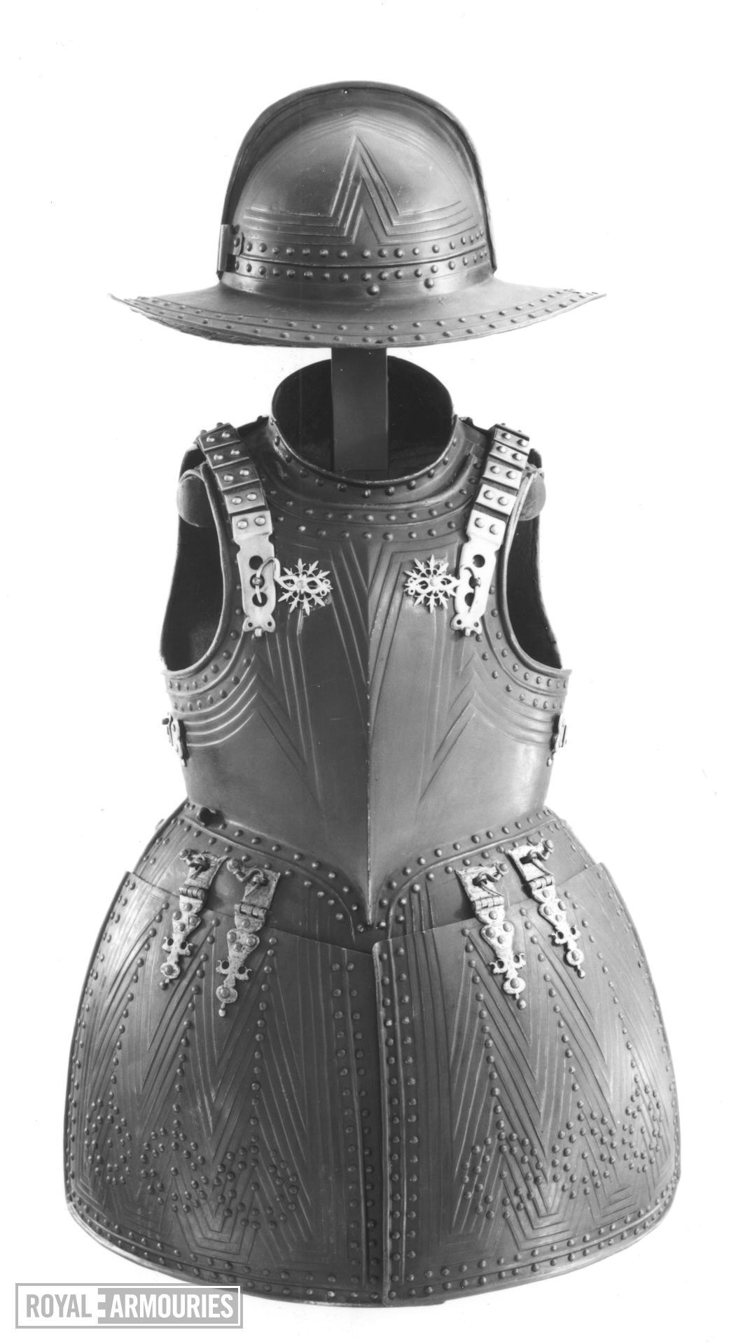 Pikeman's armour chevron embossed group