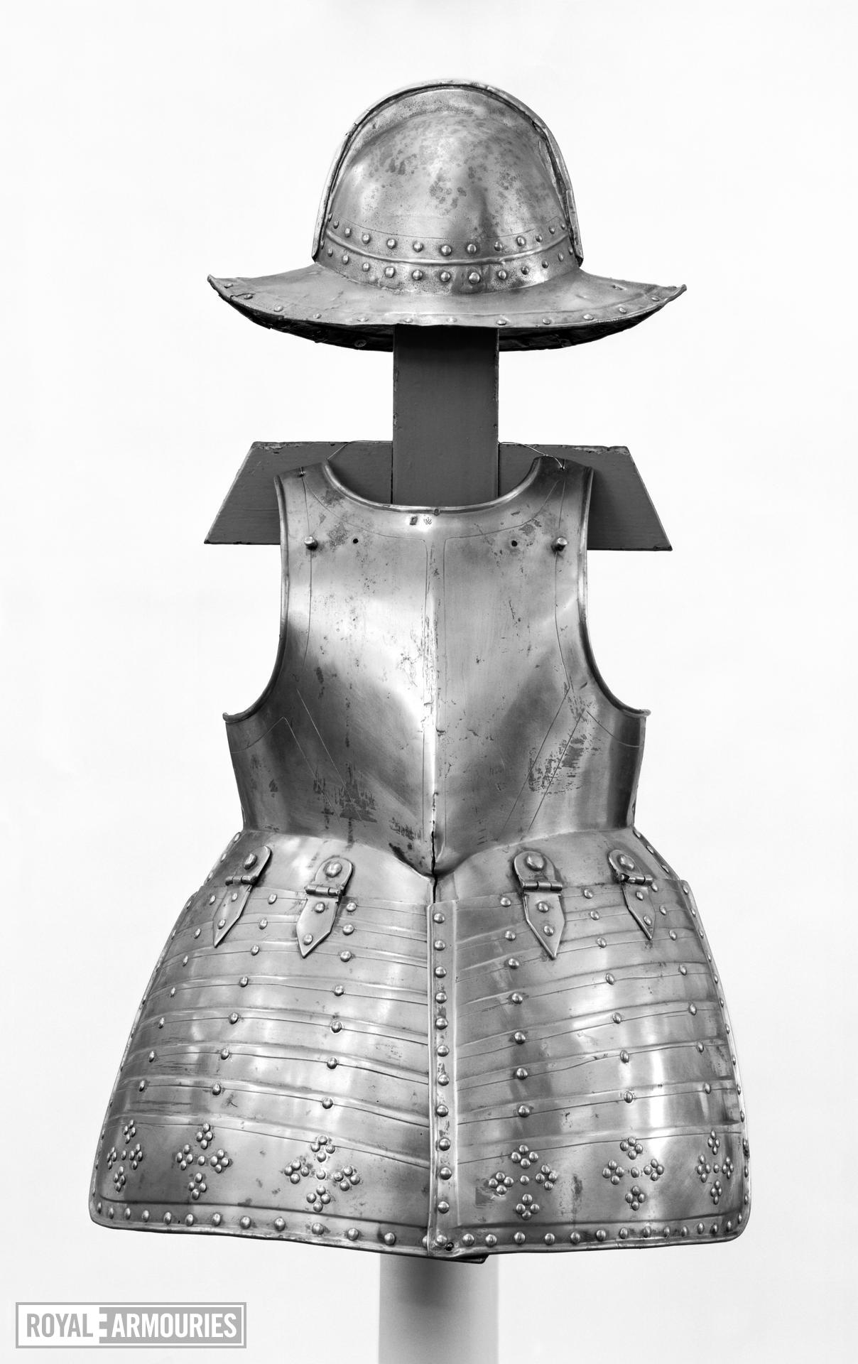 Pikeman's pot, breastplate and tassets