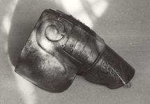 Thumbnail image of Right pauldron and upper cannon