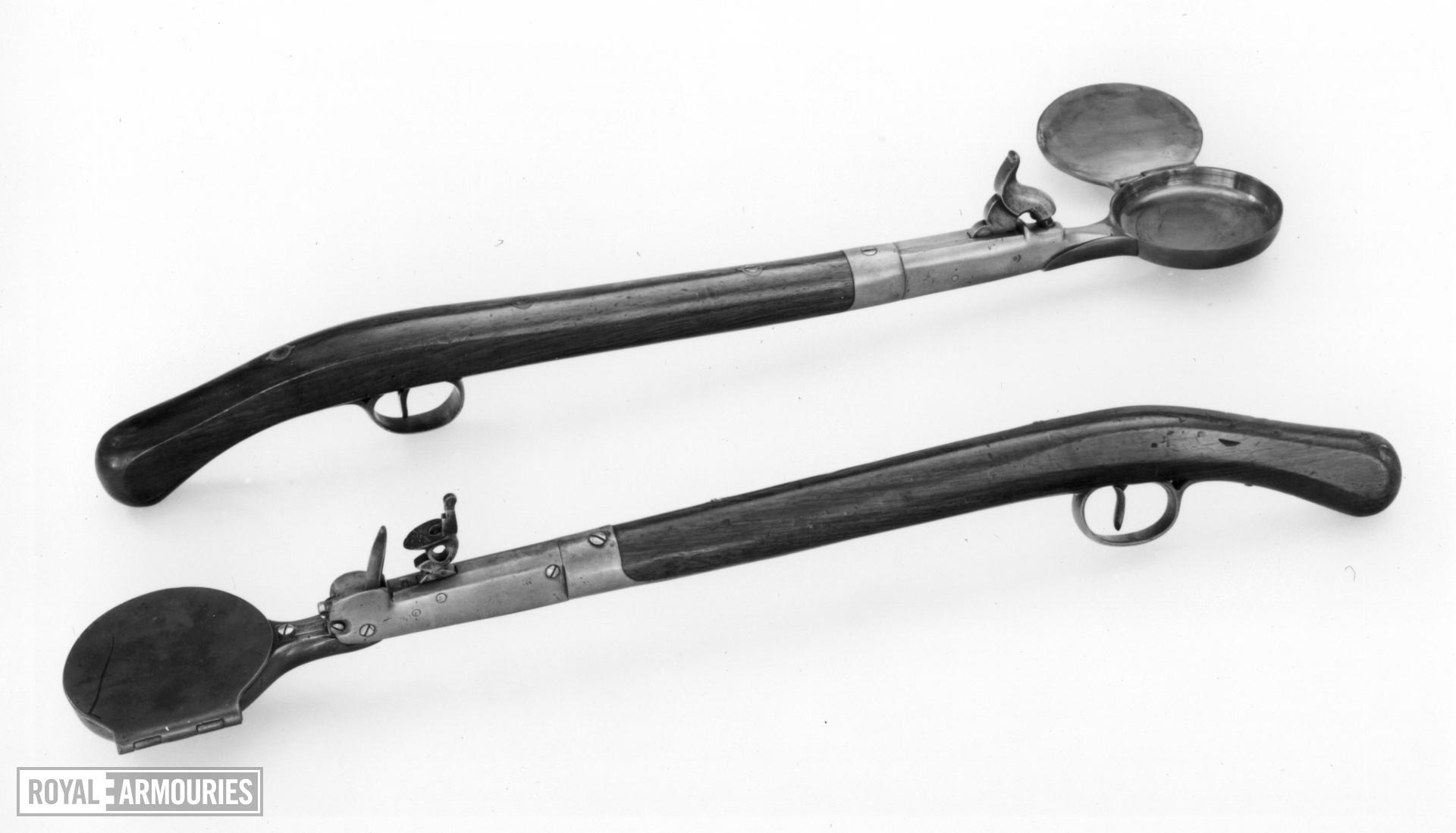 Flintlock signal pan