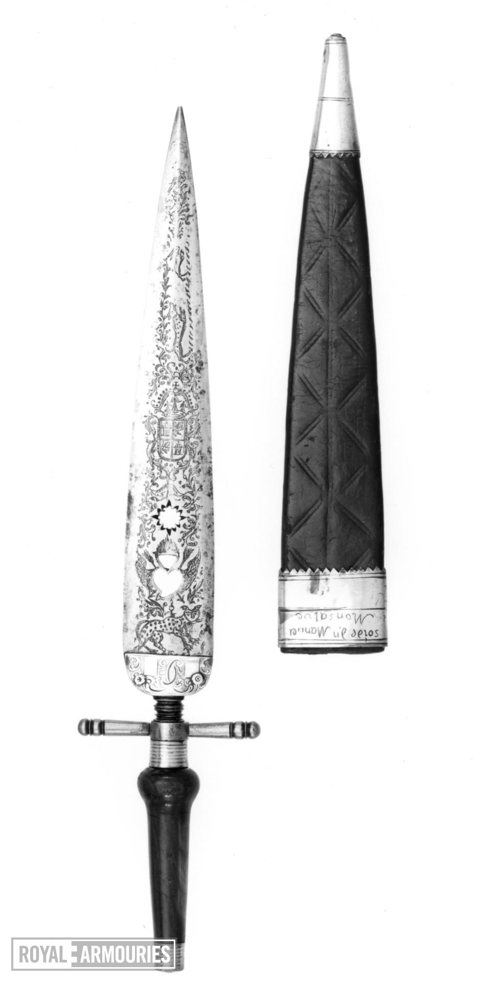 Bayonet and scabbard - Plug bayonet with engraved blade