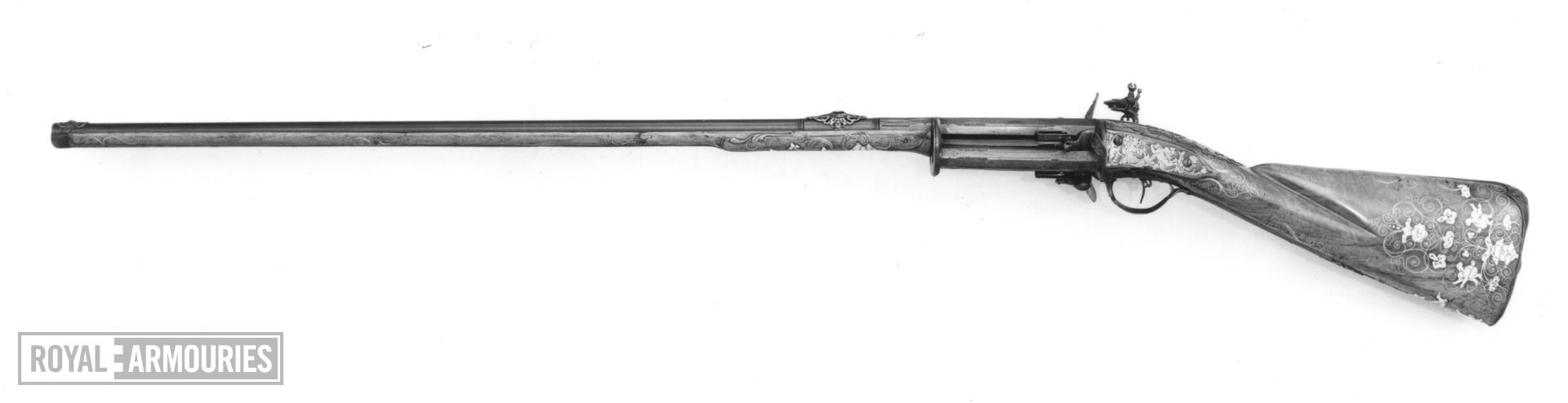 Flintlock repeating sporting gun - N/A With three revolving chambers each being fitted with separate pan and frizzen.