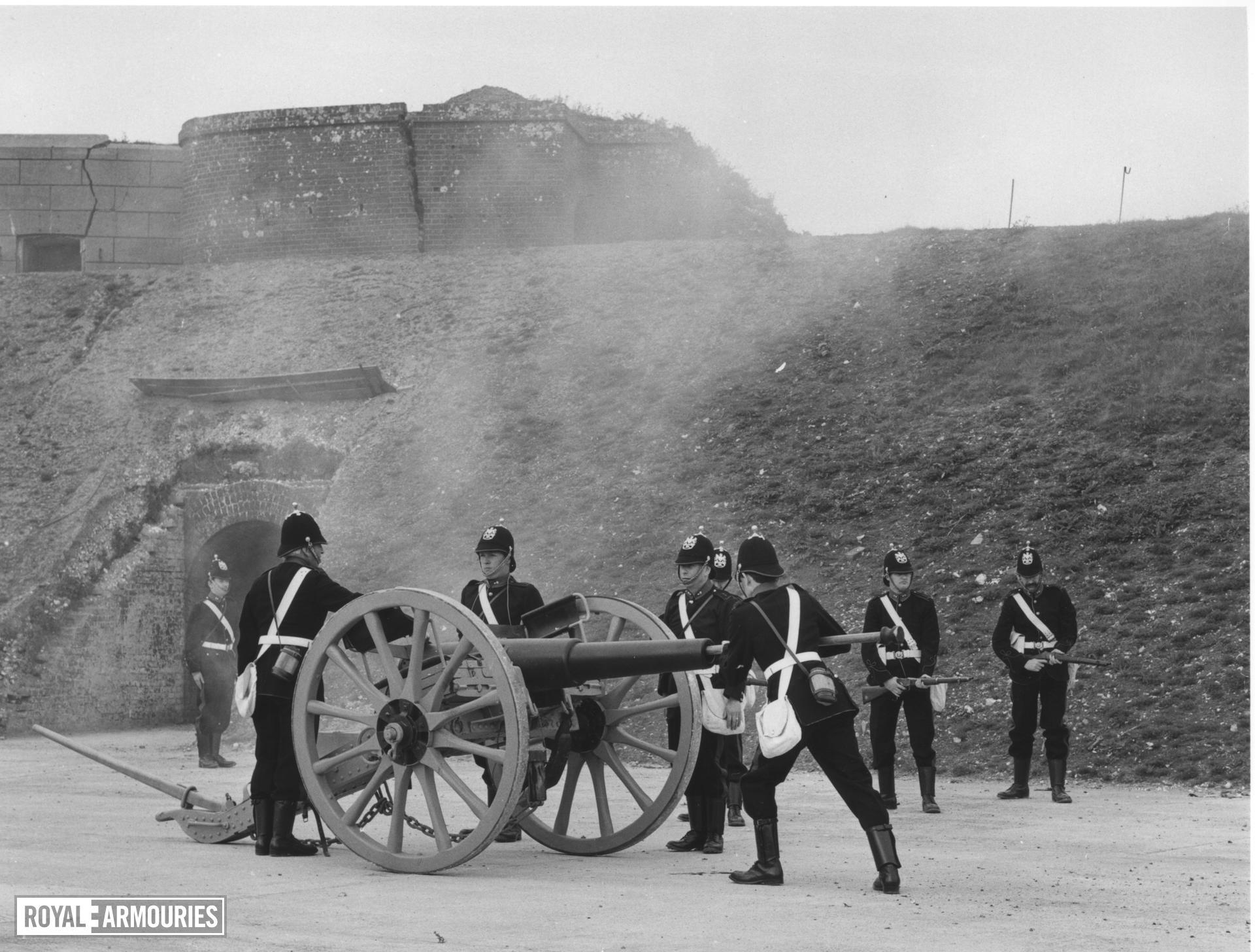 16 pr field gun and carriage - 16 pr RML Rifled Muzzle-loader (RML) Carriage original but originally mounting barrel XIX.627
