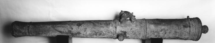 Thumbnail image of 24 pr carronade and carriage Made of cast iron Cast by WF Carriage part original One of two iron Carronades see also XIX.235