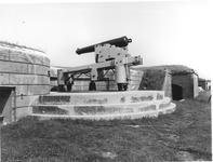 Thumbnail image of 64 pr gun and carriage - Dundas type RML Made of cast iron By Royal Gun Factory Dundas design of 1847; converted on the Palliser principle to rifled from a 32 pr smooth bore
