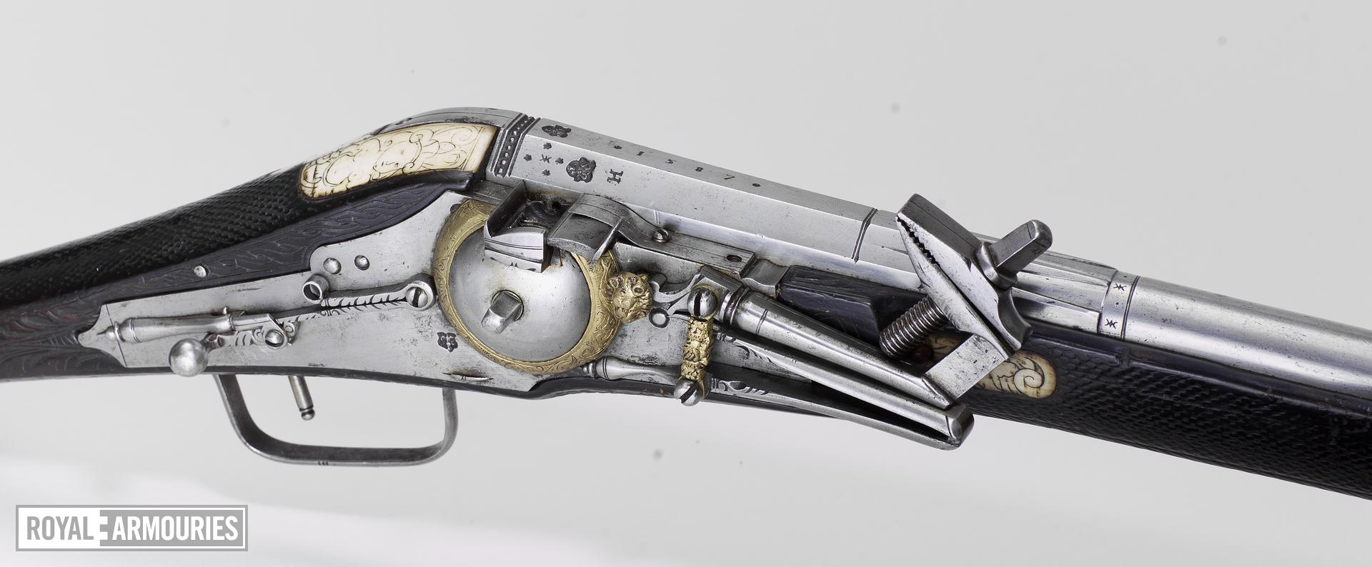 Flintlock military carbine Lock by H. Nock, screwless pattern Monogram Maria I and Pedro III, Lisboa