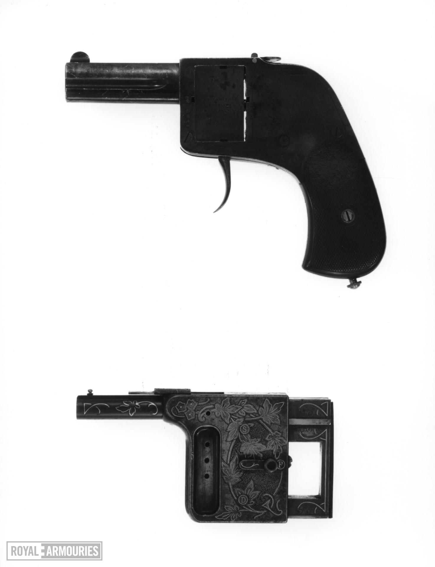 Centrefire self-loading palm pistol - The Gaulois