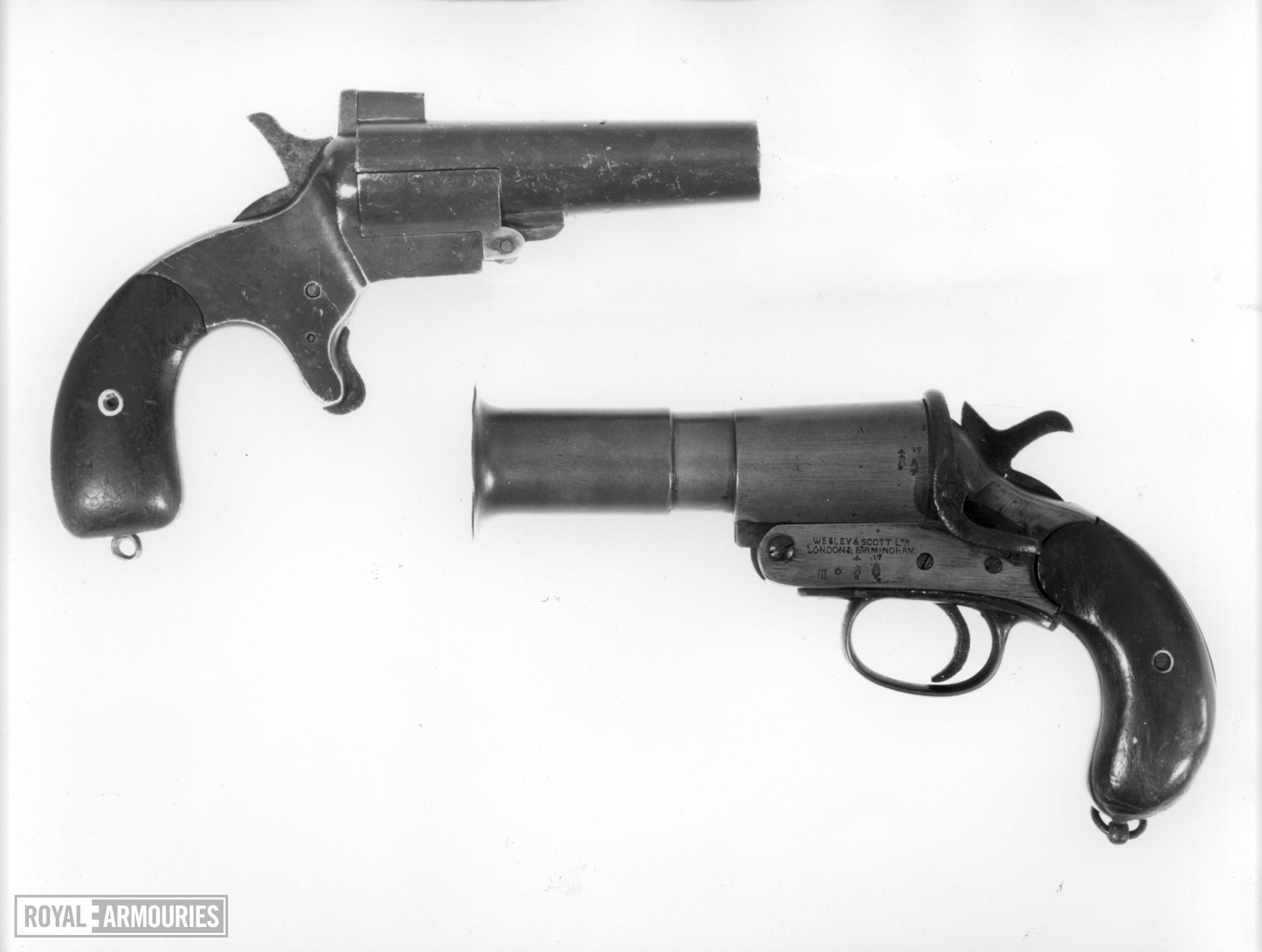Centrefire breech-loading signal pistol - Dyer and Robinson Patent