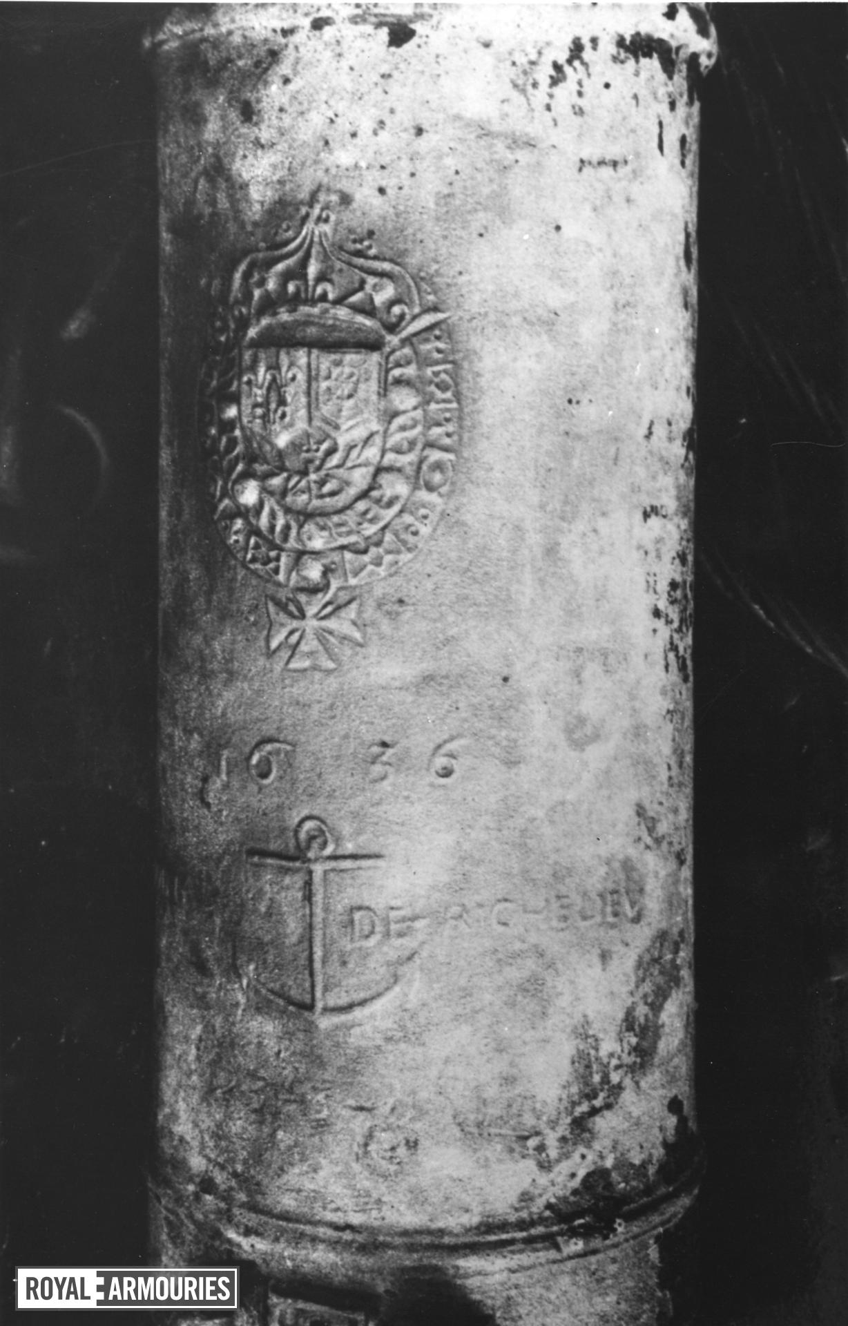 9 pr gun Made of bronze Cast by Guindertal for Armand Jean du Plessis, Cardinal, Duc de Richlelieu