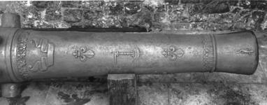 Thumbnail image of 18 pr gun Made of bronze Cast for LE DUC DE BEAUFORT