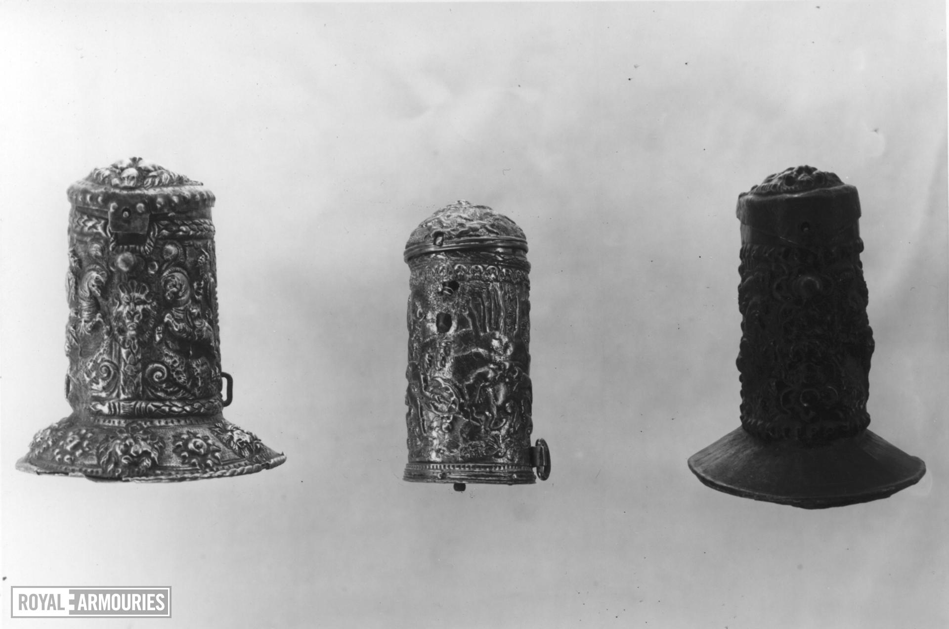 Patron Cylindrical shape with a domed cover
