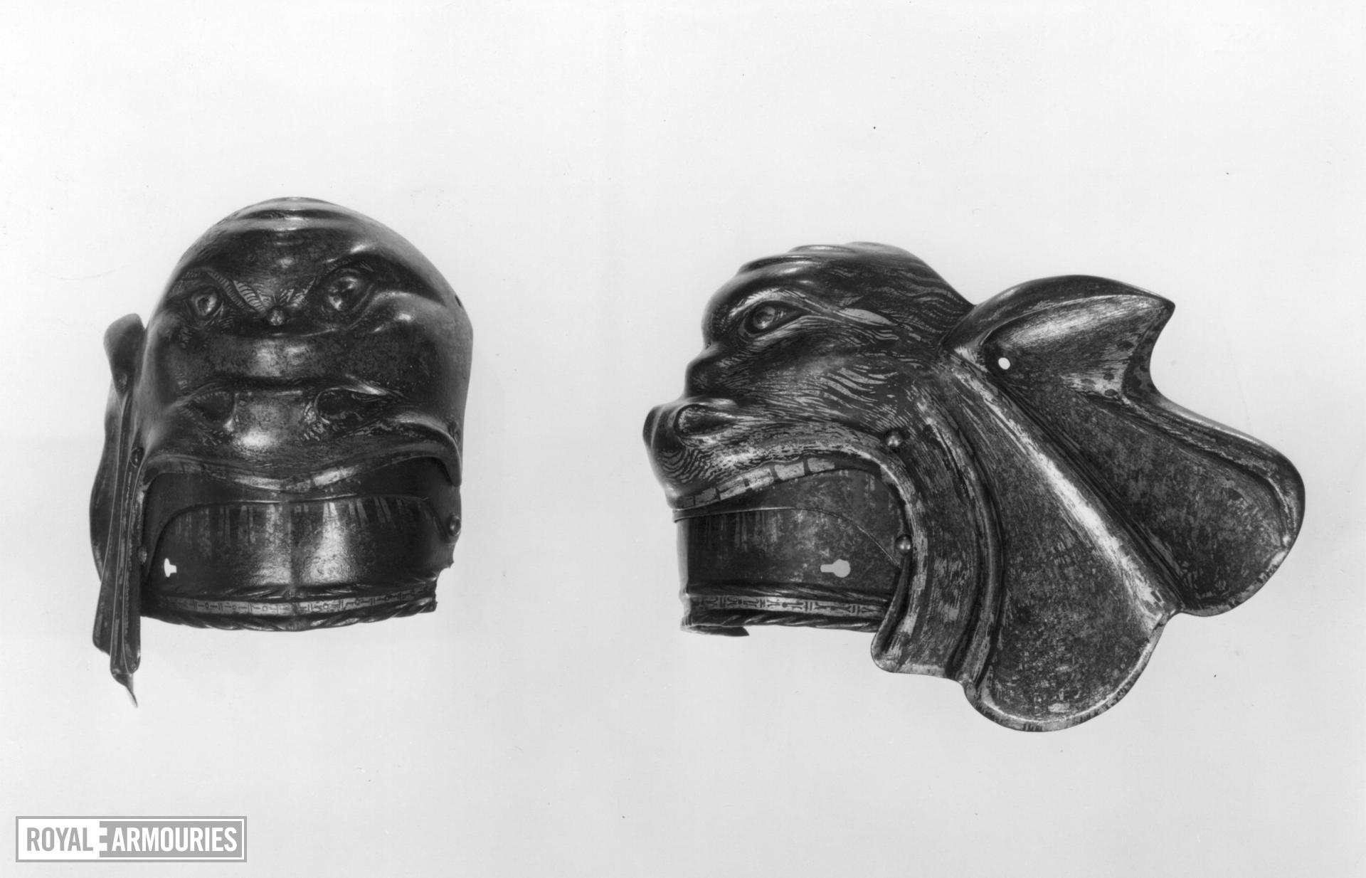 Right poleyn of Charles V, by Kolman Helmschmid. A pair with III.850.