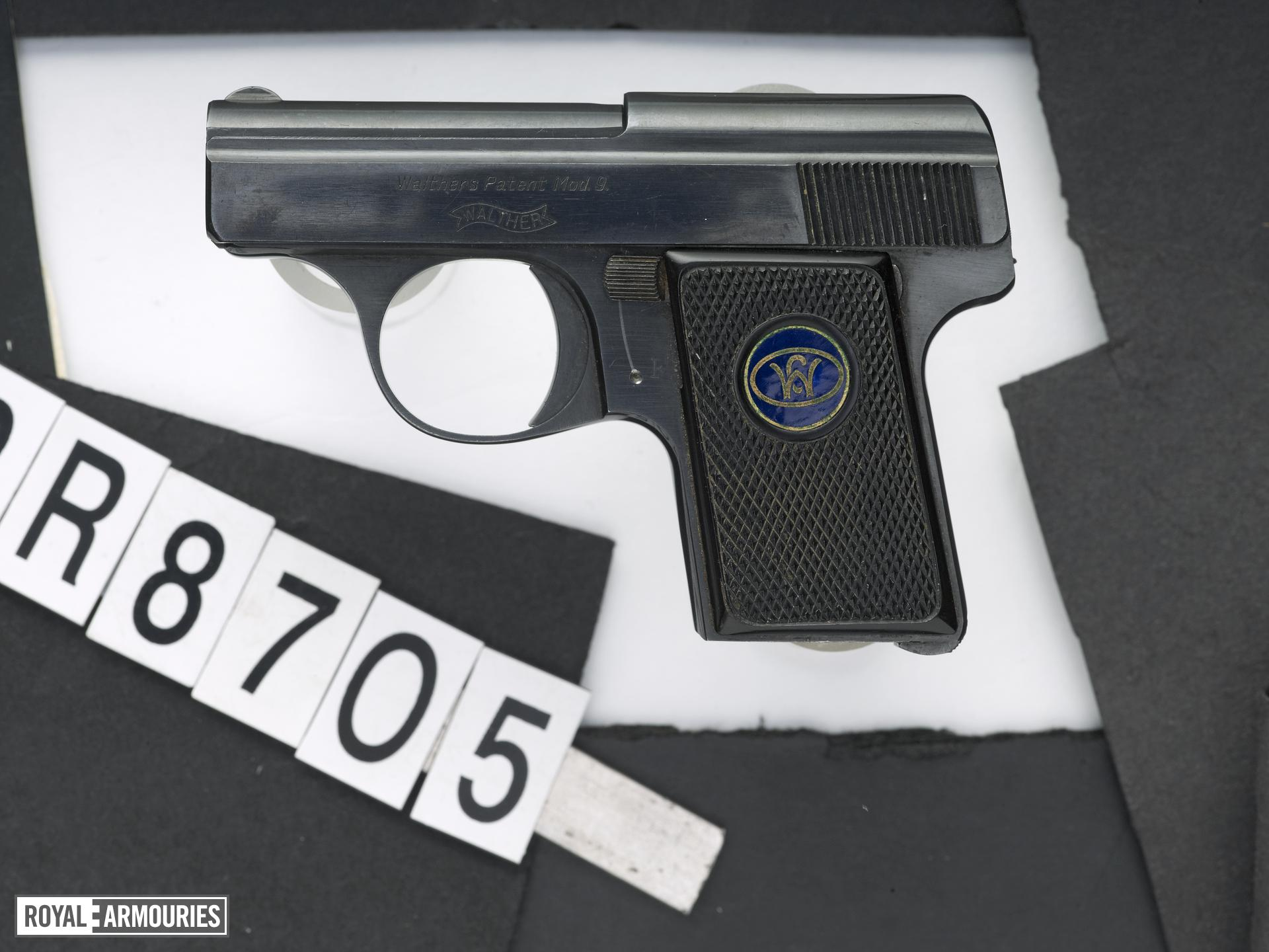 Centrefire self-loading pistol - Walther Model 9