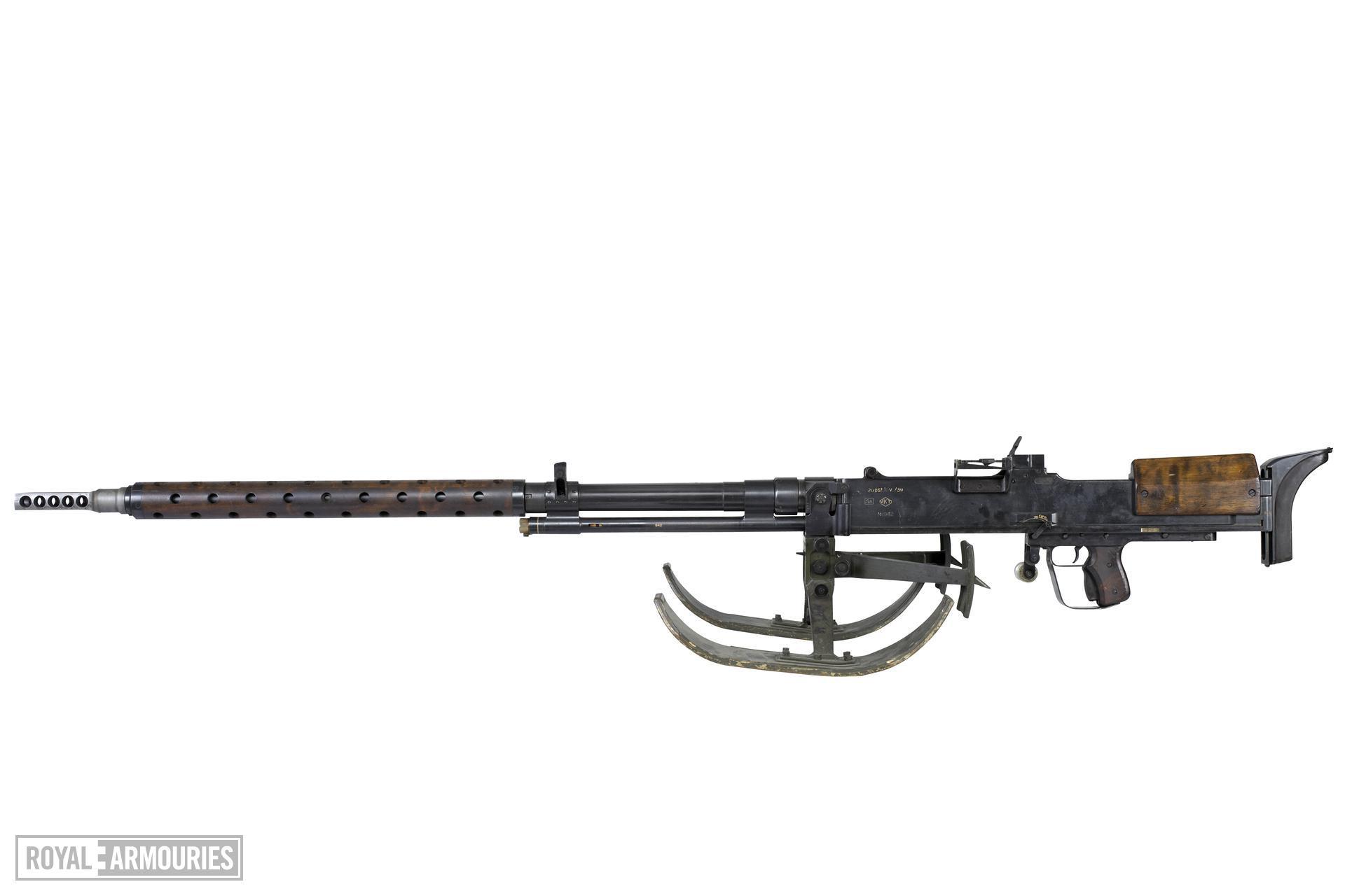 Centrefire self-loading rifle - Lahti M-39 For anti tank use