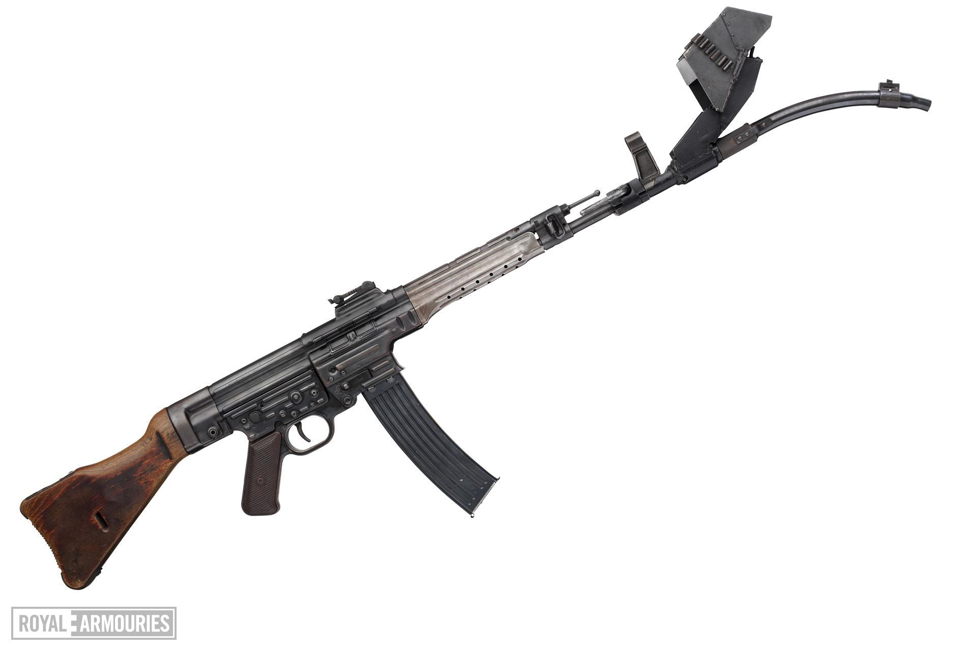 Centrefire automatic rifle - StG44 With Krummlauf Vorsatz J curved barrel attachment for infantry use.
