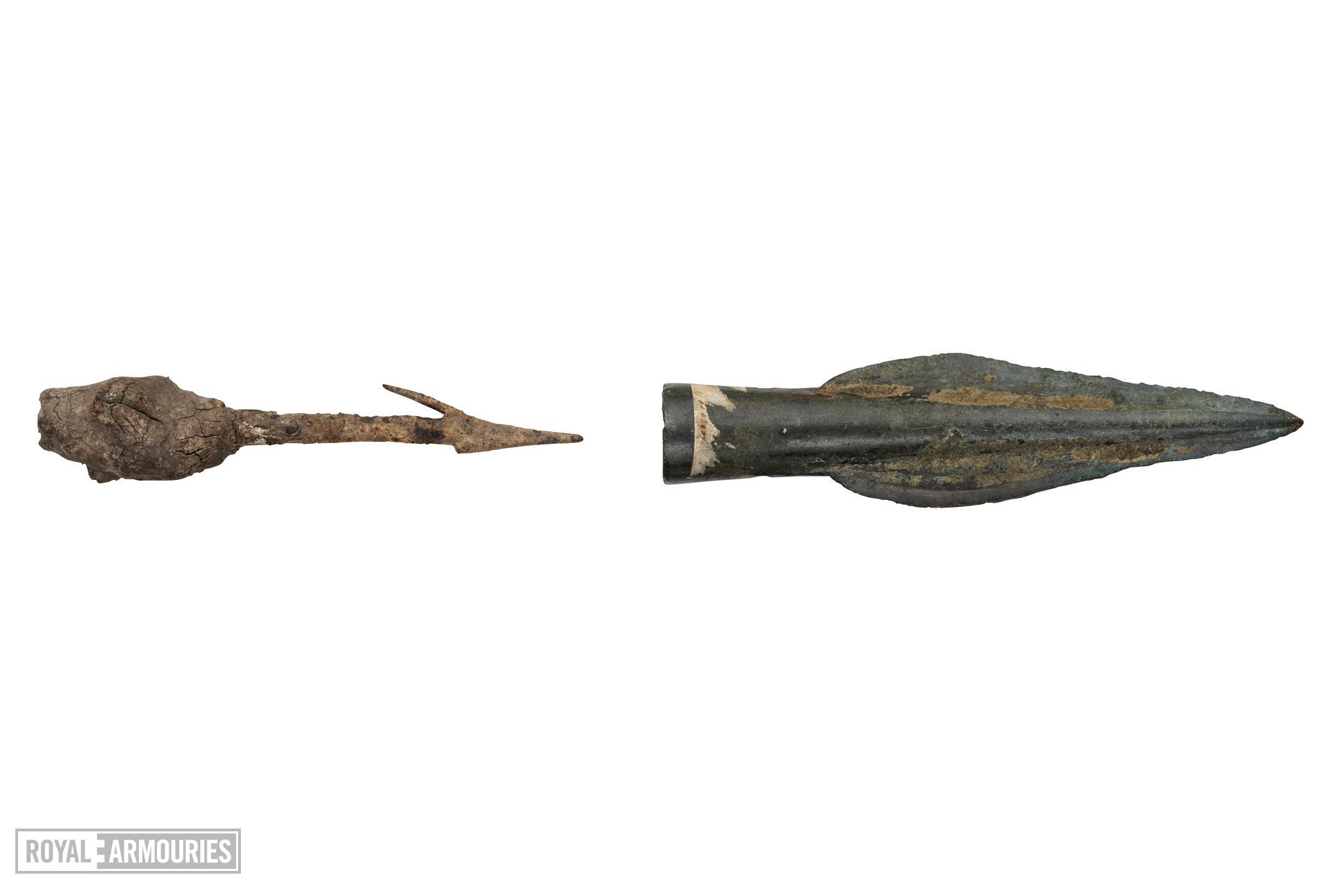 Spear head Pegged leaf shaped spear head