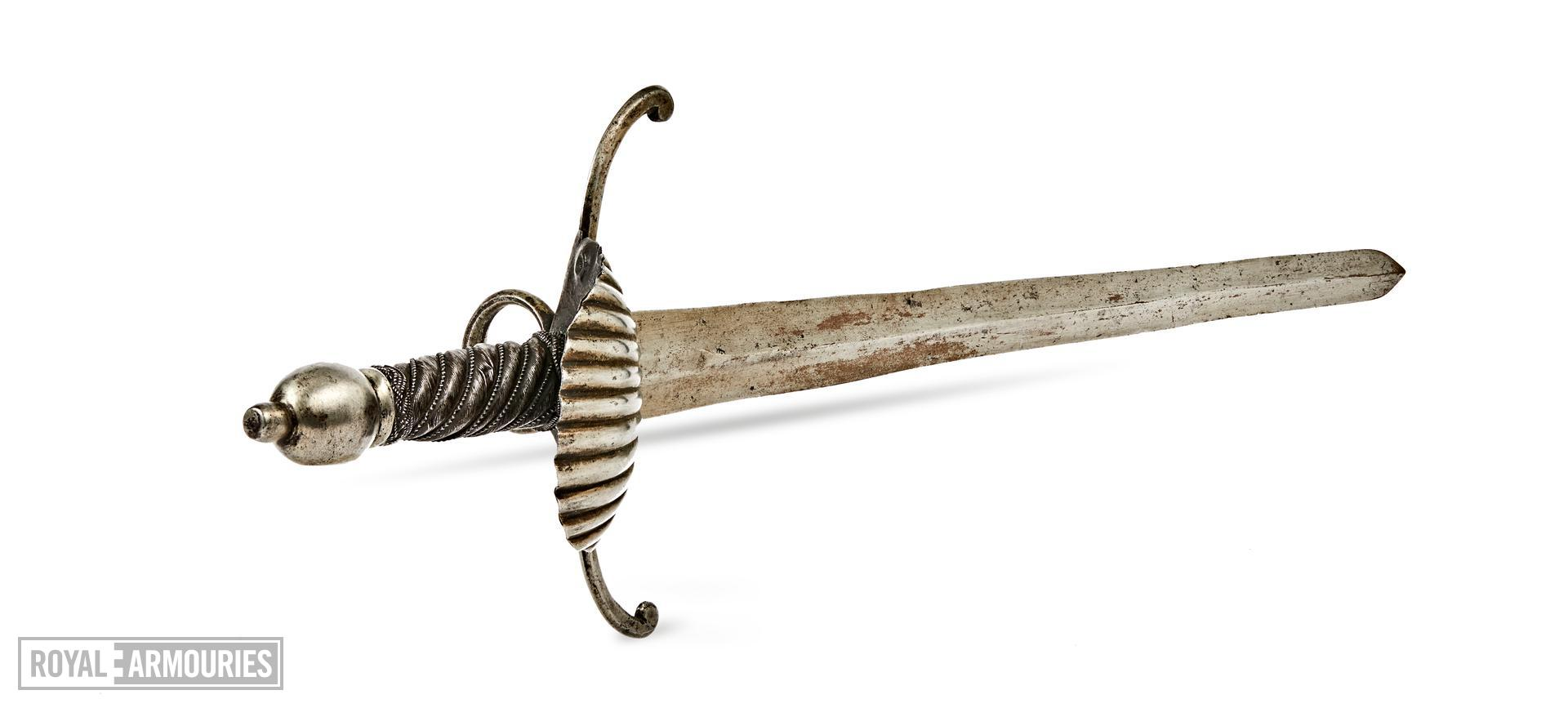 Left hand dagger with shell and ring guard X.240
