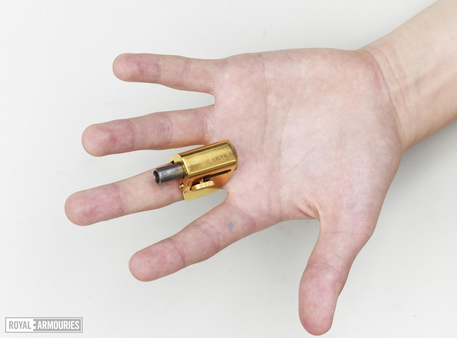 Percussion ring pistol - Le Petit Protecteur Cased