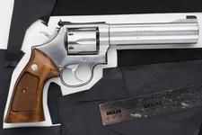Thumbnail image of Centrefire six-shot revolver - Smith and Wesson Model 686