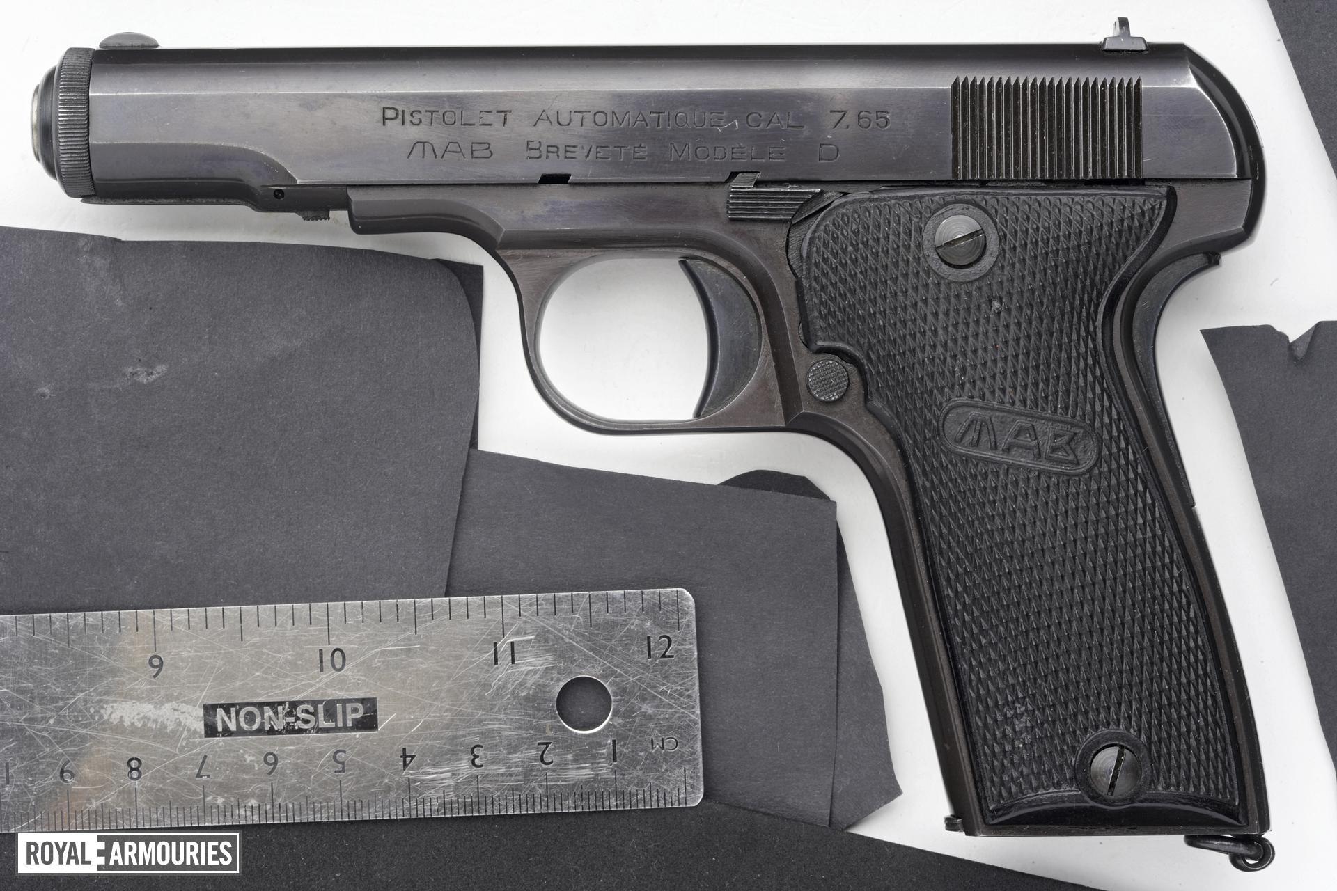Centrefire self-loading pistol - MAB Model D