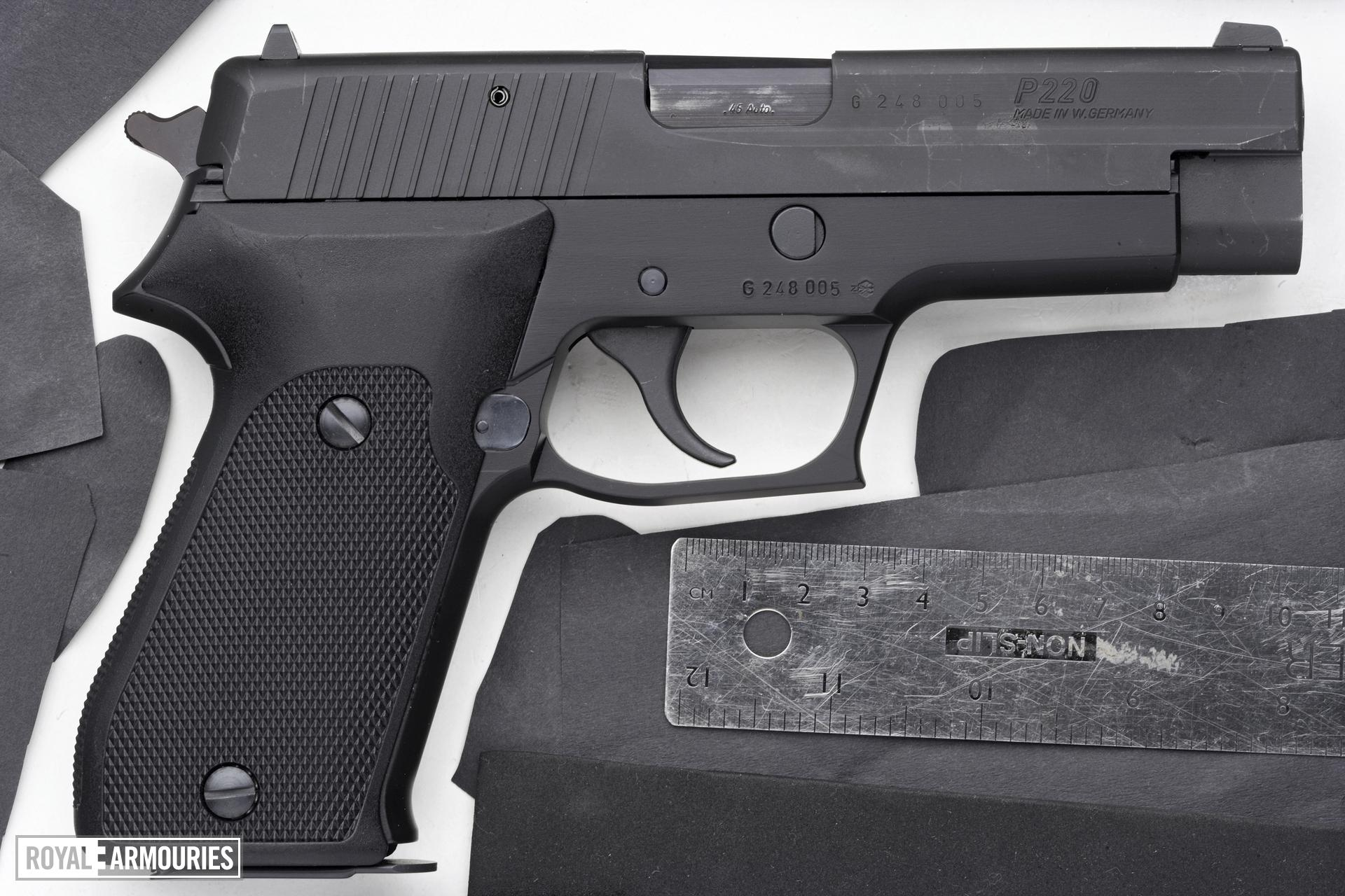 Centrefire self-loading pistol - SIG Sauer P220