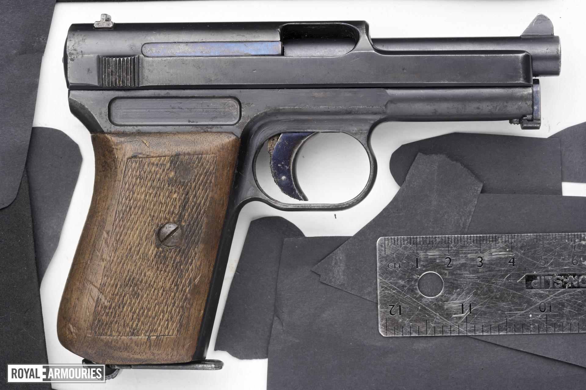 Centrefire self-loading pistol - Mauser 1914