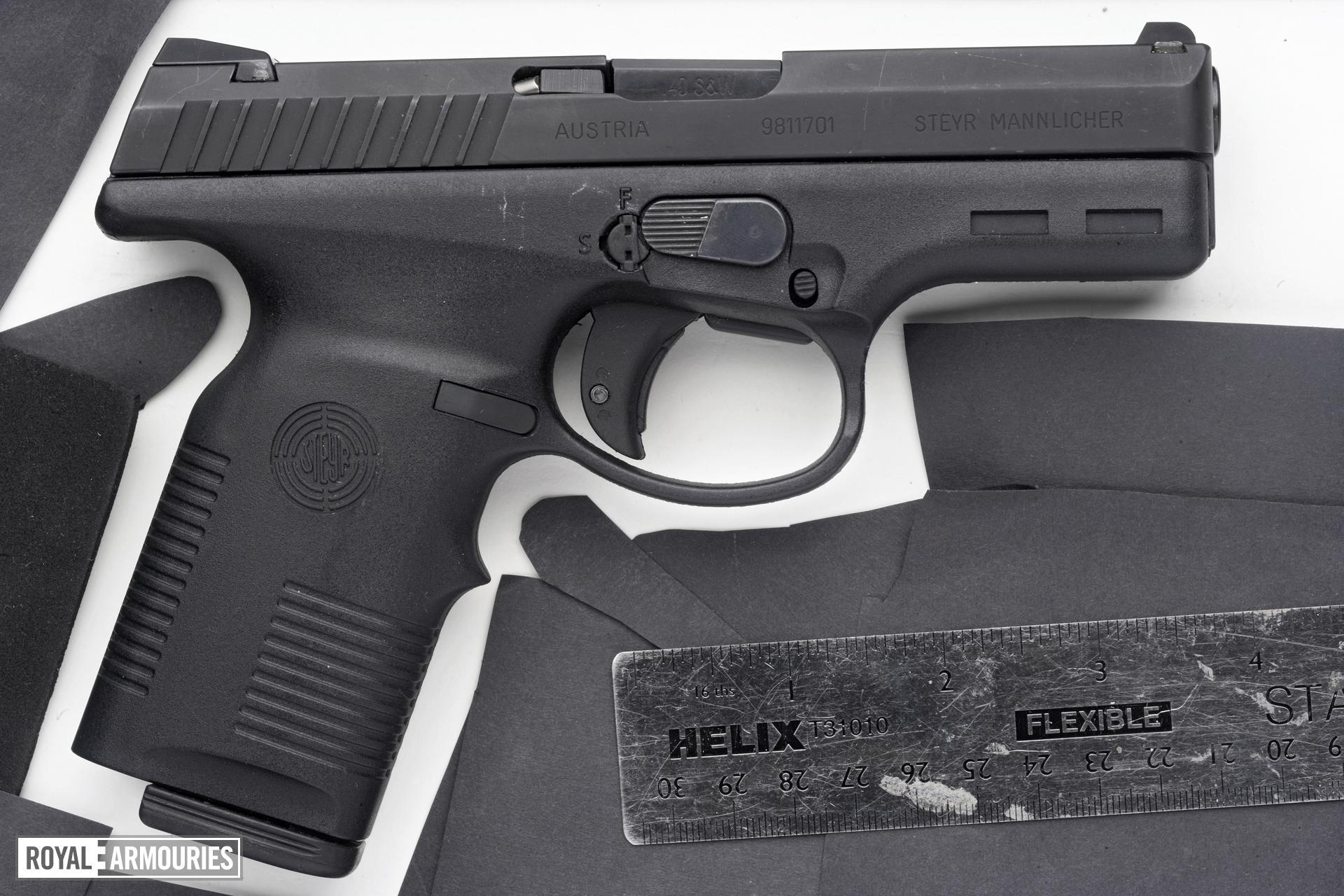 Centrefire self-loading pistol - Steyr M40