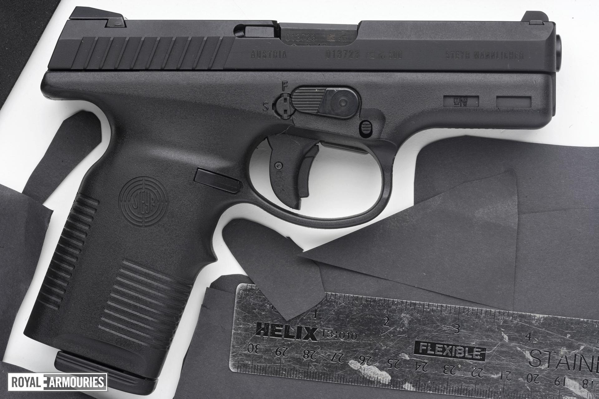 Centrefire self-loading pistol - Steyr M9