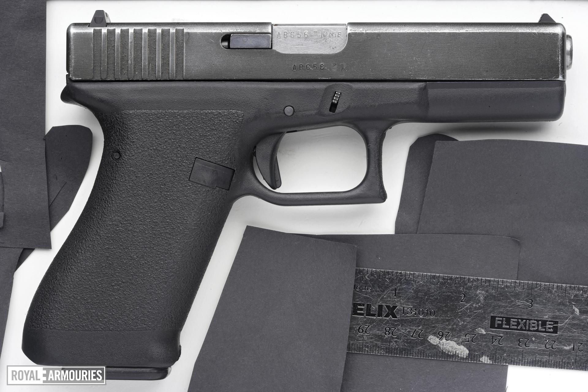 Centrefire self-loading pistol - Glock 17 Generation 1