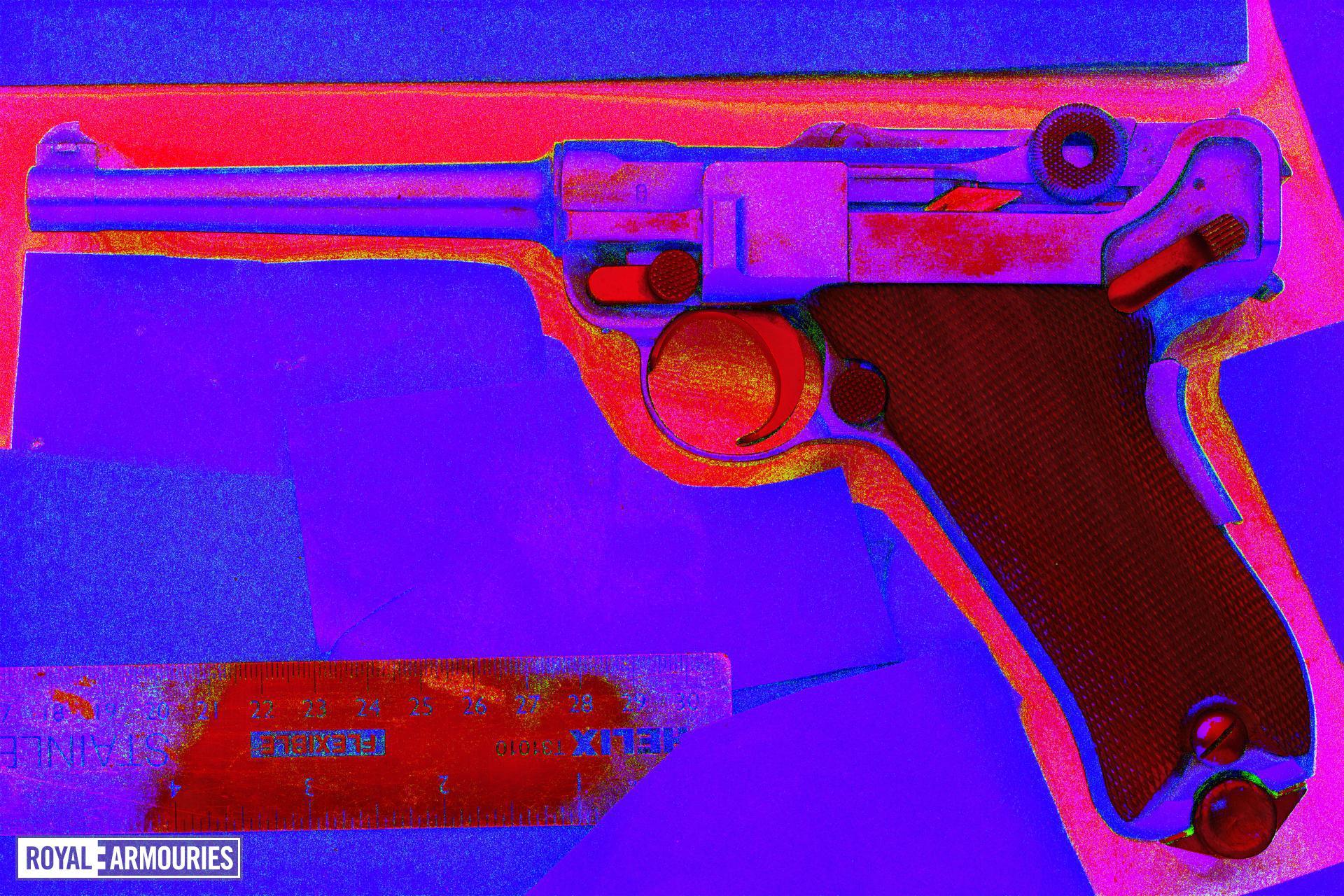 Centrefire self-loading pistol - Luger Military Model 1906