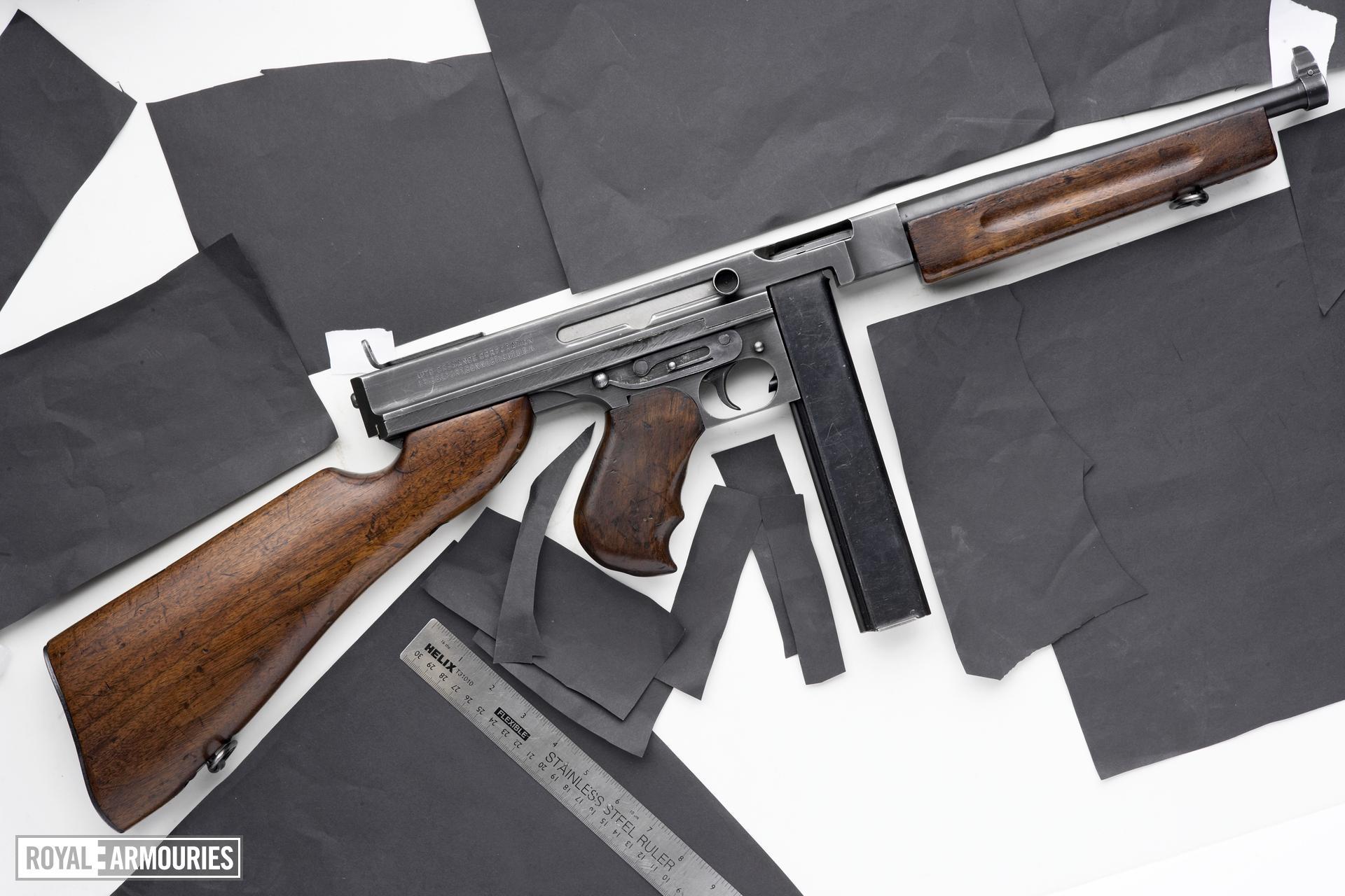 Centrefire automatic submachine gun - Thompson M1