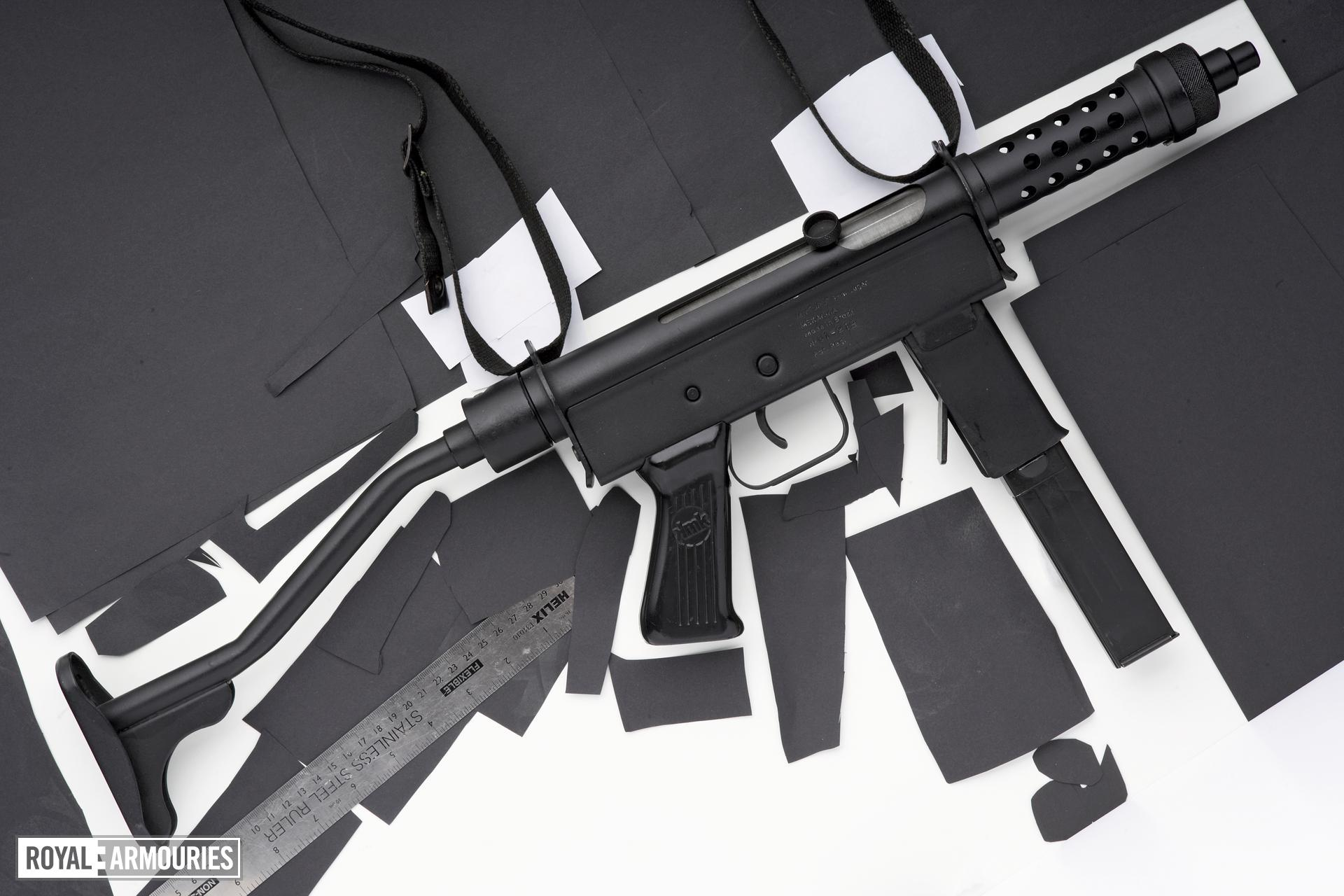 Uru Mekanika blowback operated submachine gun, manufactured by Mekanika Indœstria e ComŽrcio Lda (IMBEL), Brazil (PR.7729)