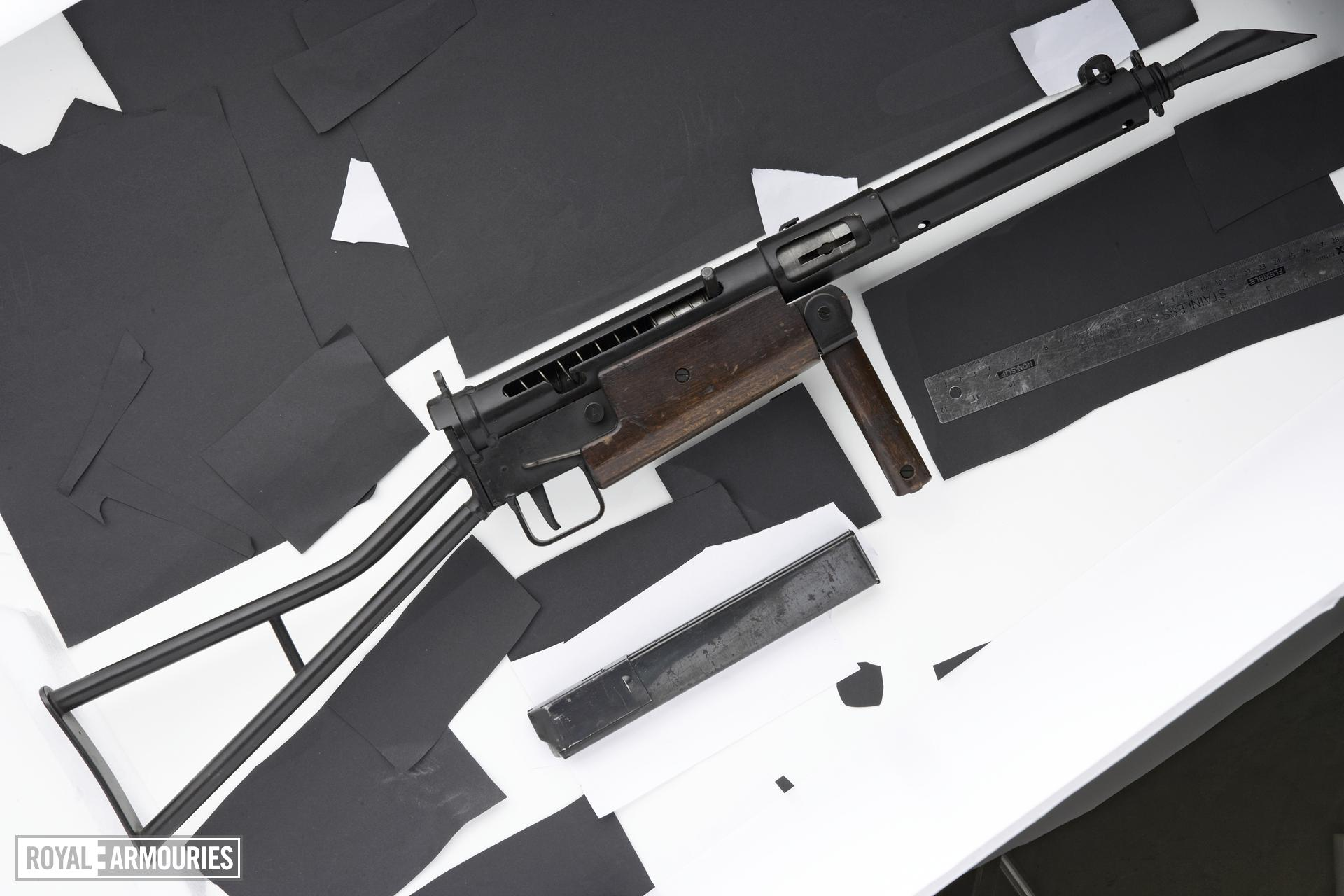 Centrefire automatic submachine gun - Sten Mk.I
