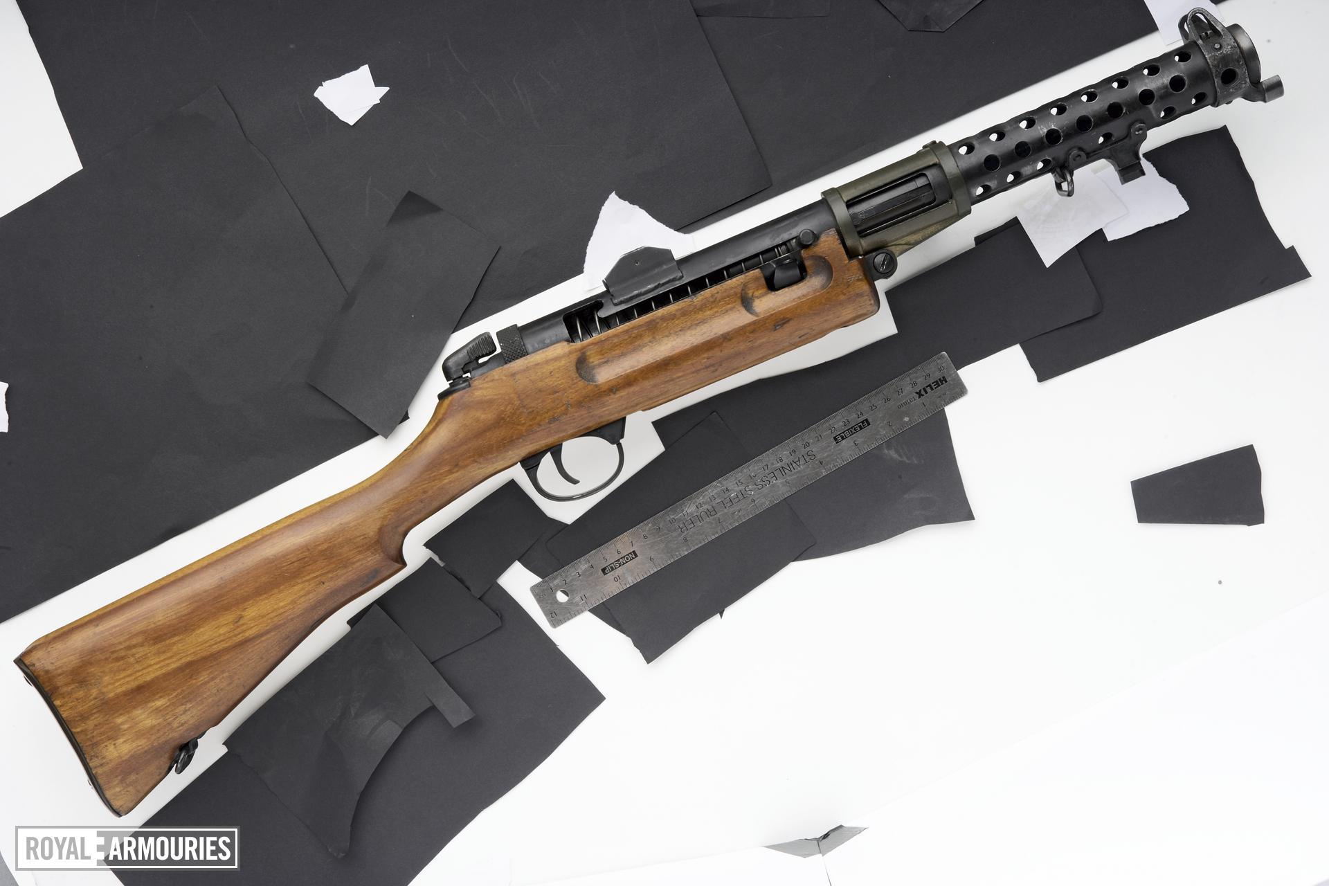 Centrefire automatic submachine gun - Lanchester Mk.I**