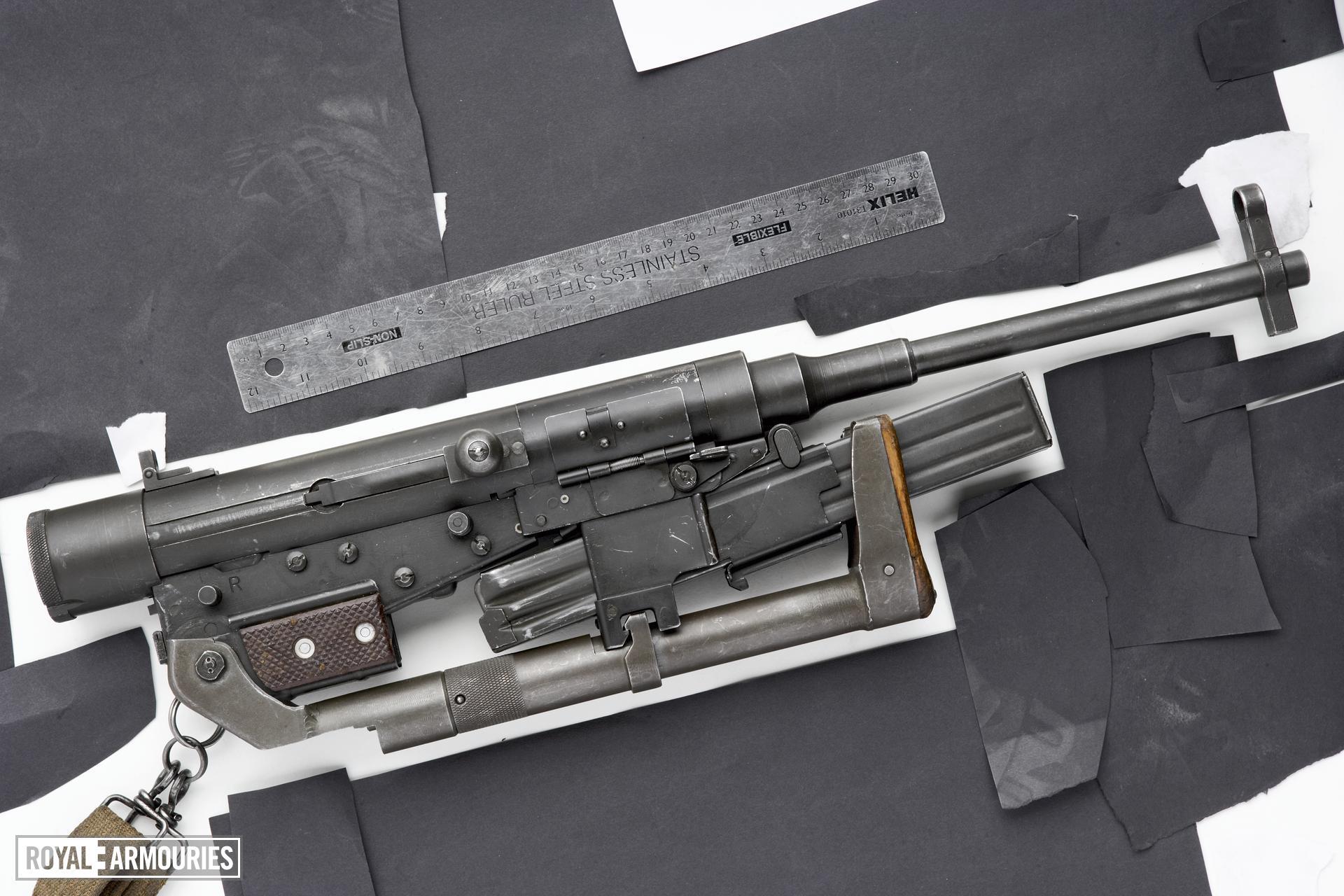 Centrefire automatic submachine gun - Hotchkiss Universal