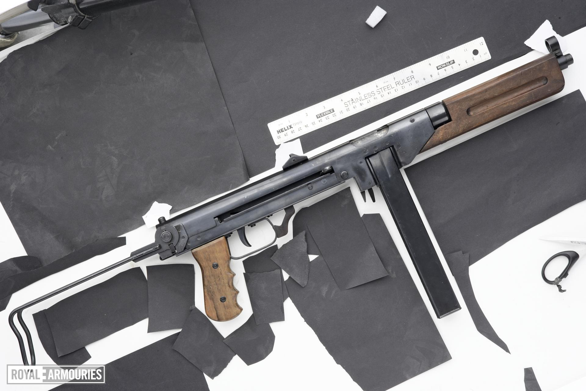 Centrefire automatic deactivated submachine gun - Dux 53